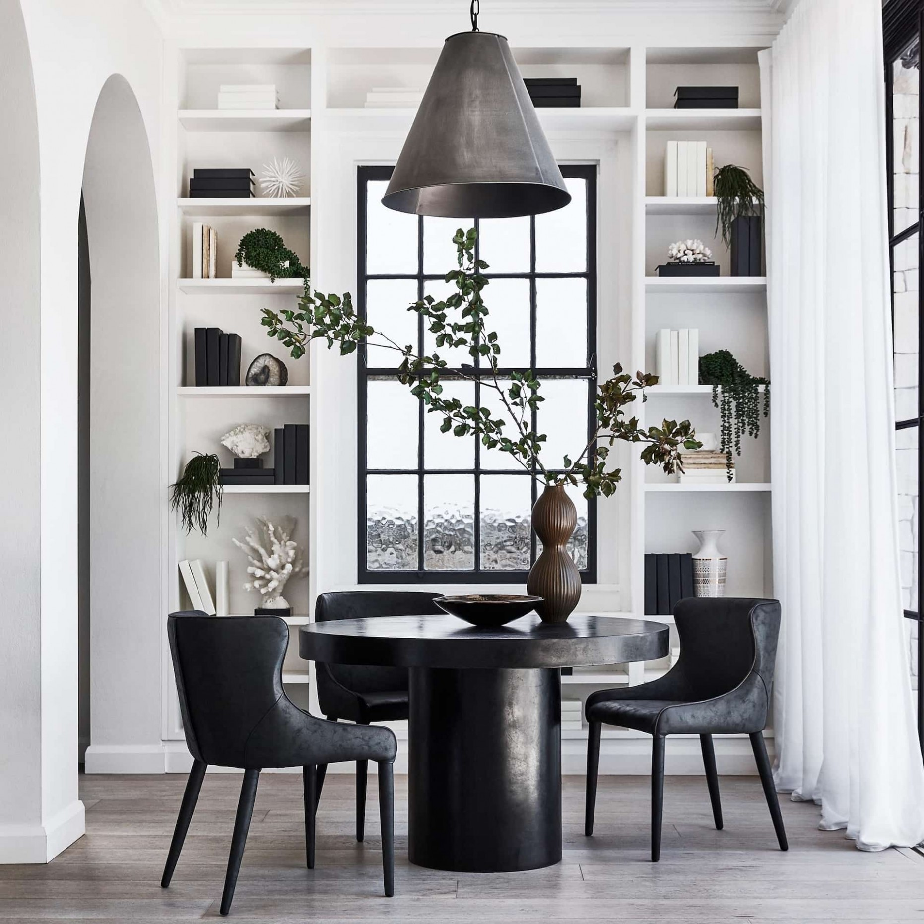 10 Must-Try Small Dining Room Decorating Ideas - TLC Interiors - Dining Room Ideas Round Table