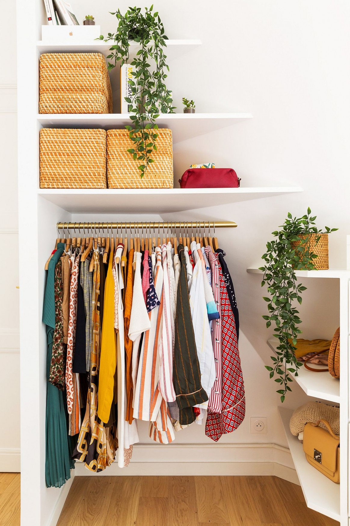 10 Small Apartment Closet Ideas that Save Space with Innovative Design - Closet Ideas Apartment