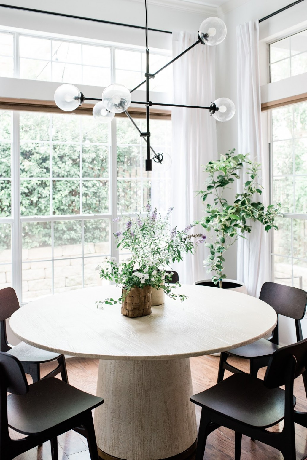 10 Small Dining Room Ideas to Make the Most of Your Space - Dining Room Ideas Round Table