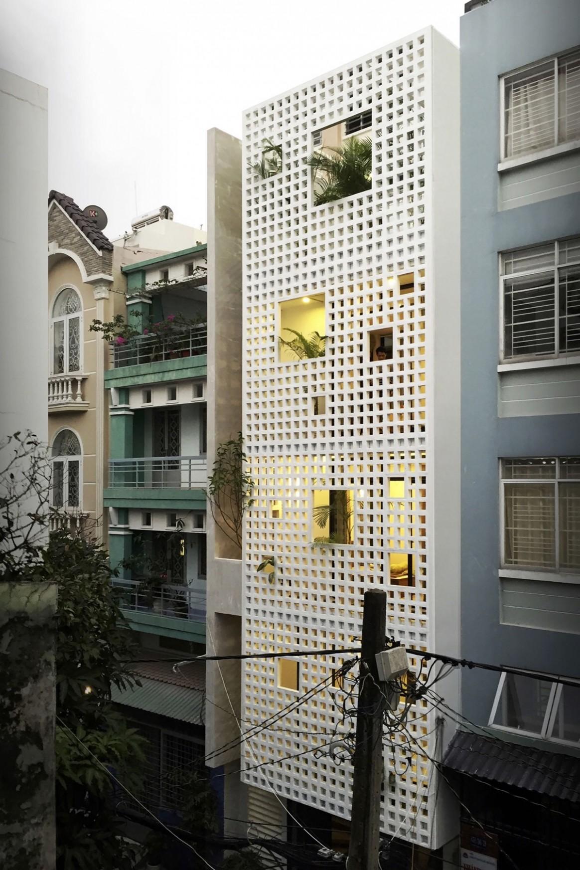 12 Narrow Lot Houses That Transform A Skinny Exterior Into  - Apartment Design Facade