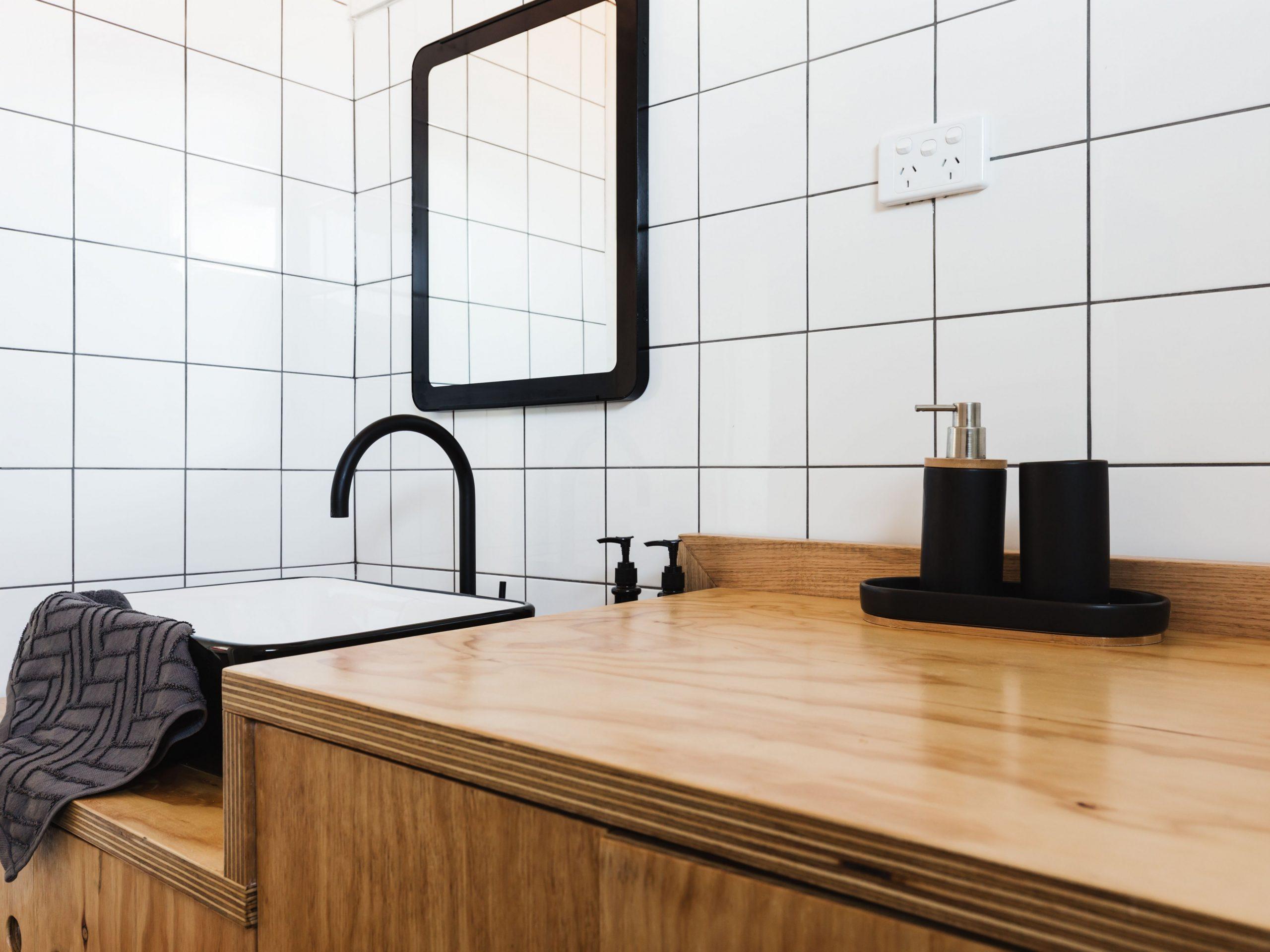 12 Small Bathroom Decorating Ideas - Apartment Washroom Design