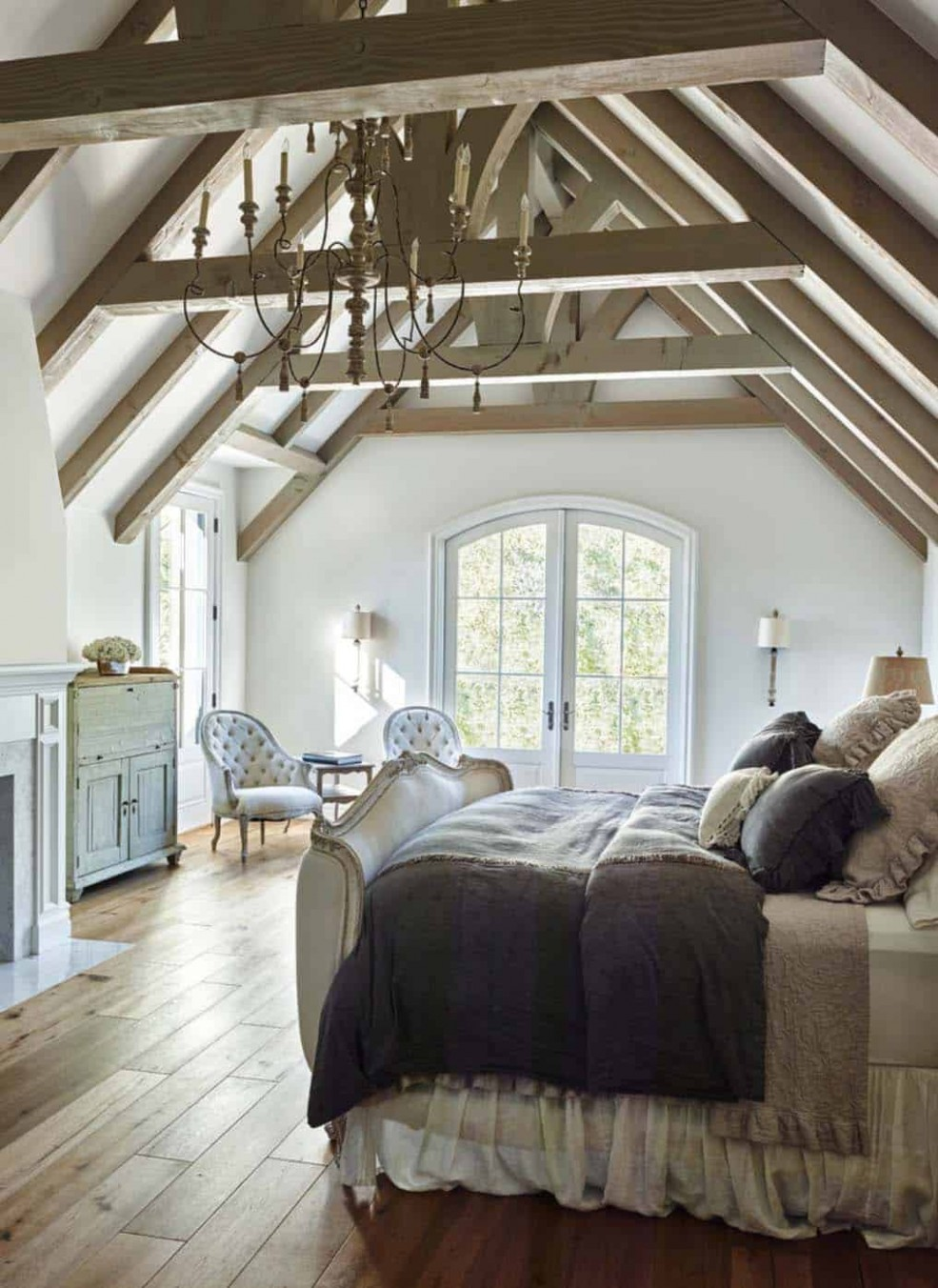 12 Stunning master bedroom retreats with vaulted ceilings - Bedroom Ideas High Ceilings