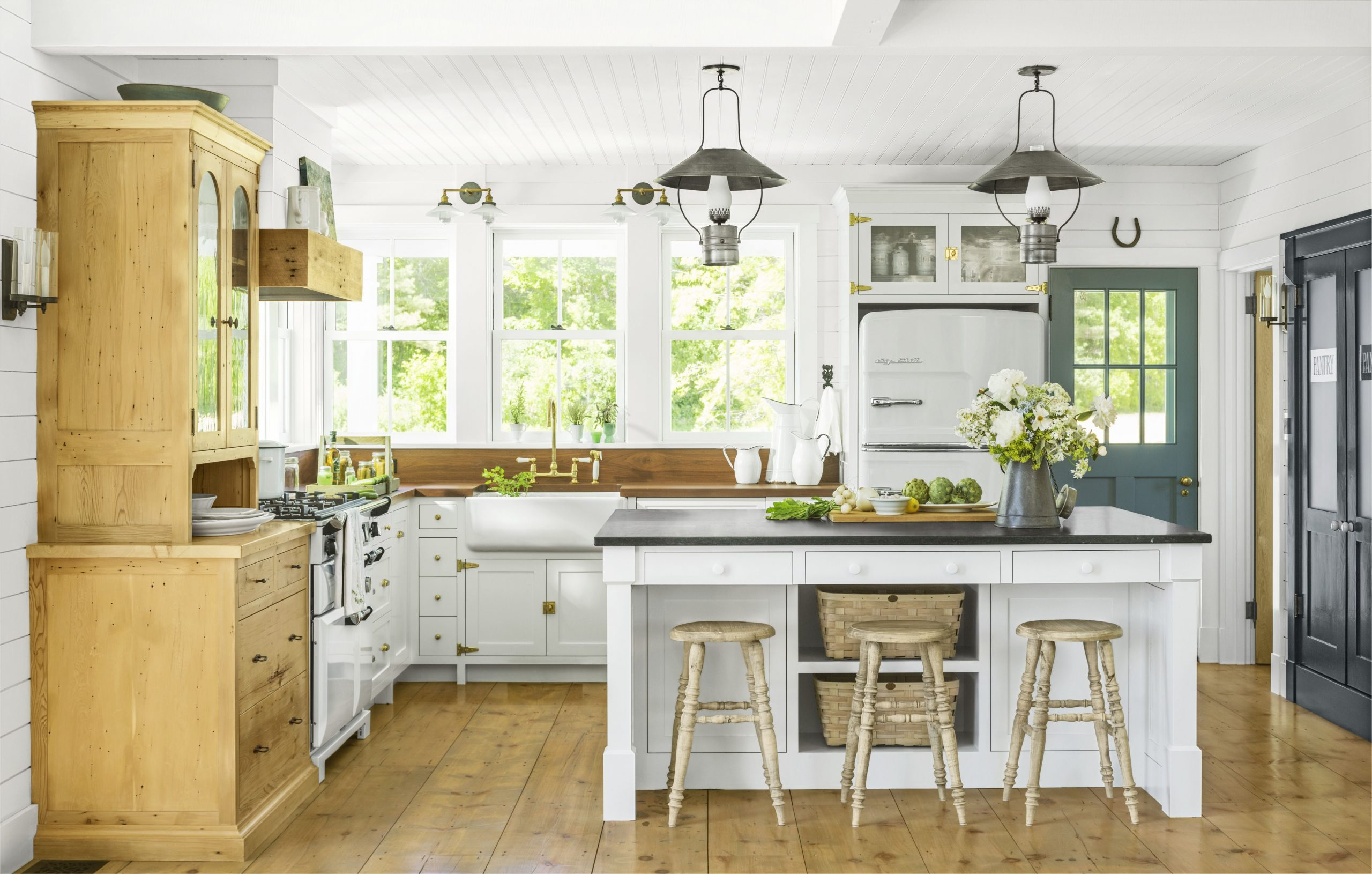 8 Best White Kitchen Cabinet Paints - Painting Cabinets White - Best White Painted Kitchen Cabinets