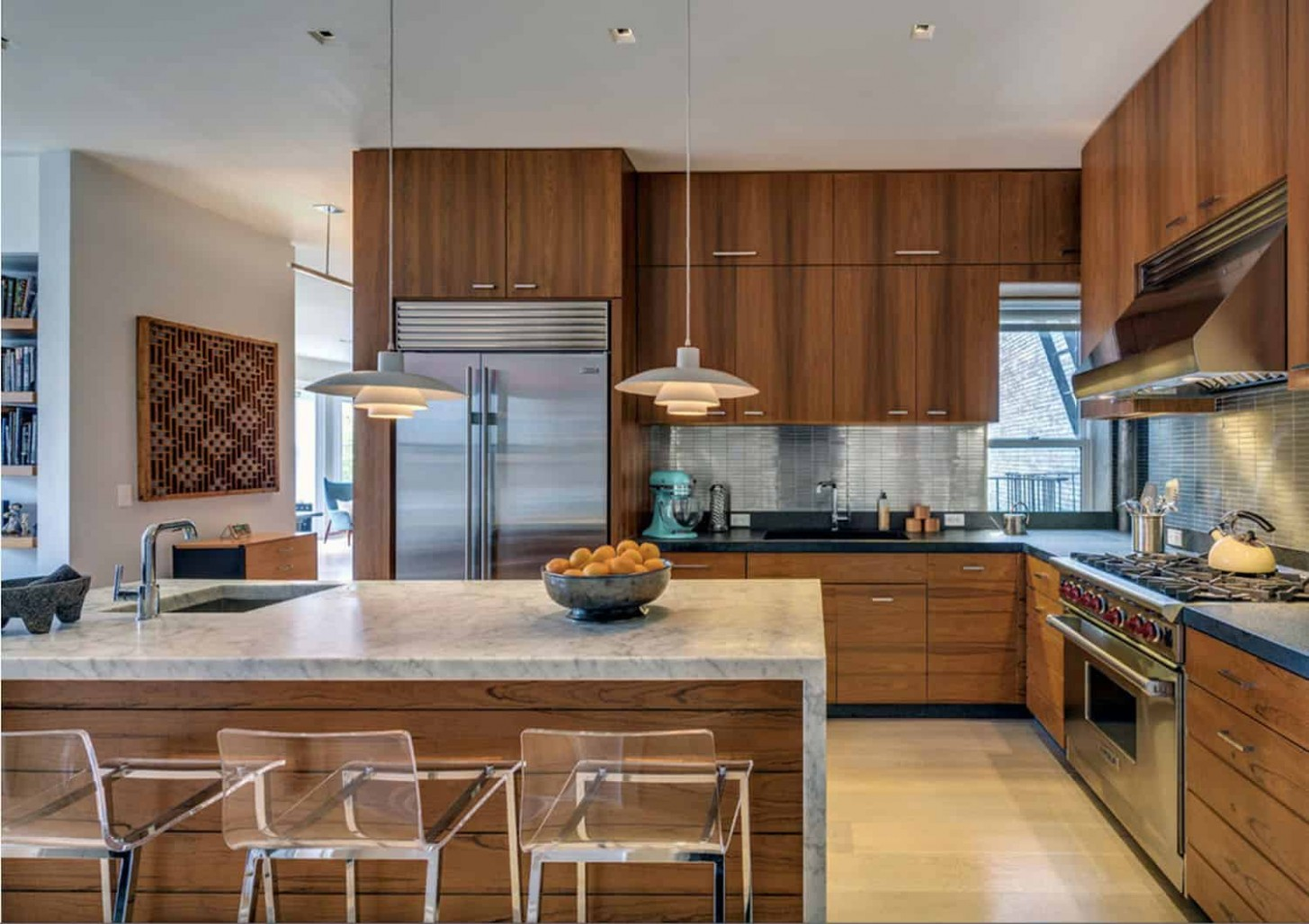 8 Incredible Midcentury Modern Kitchens to Delight the Senses - Dark Vineer Mid Century Kitchen Cabinets