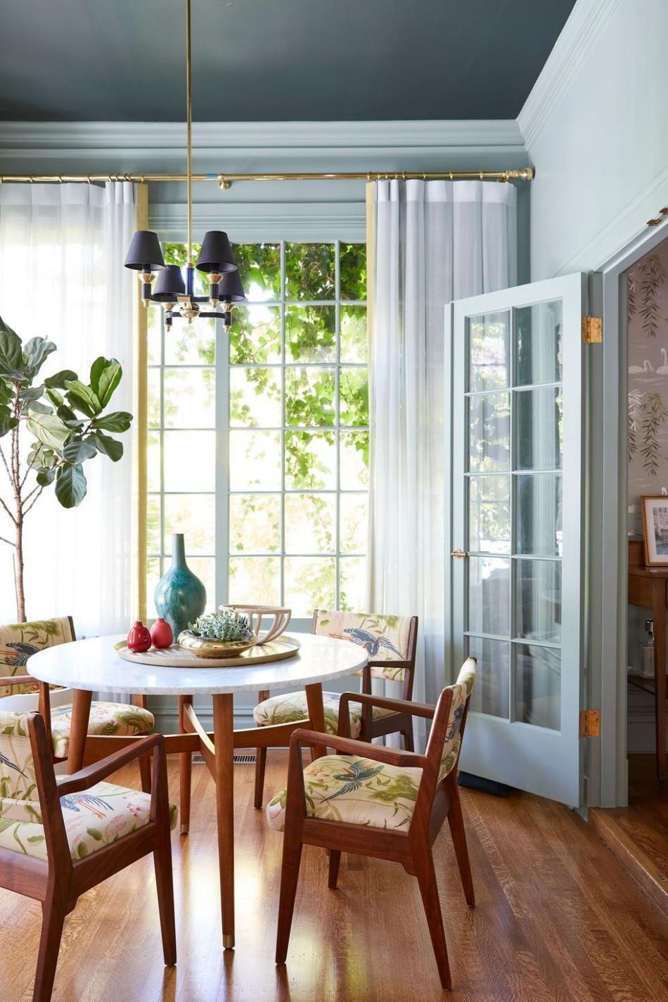 8 Pretty Sunroom Ideas - Chic Designs & Decor for Screened In Porches - Sunroom Dining Room Ideas