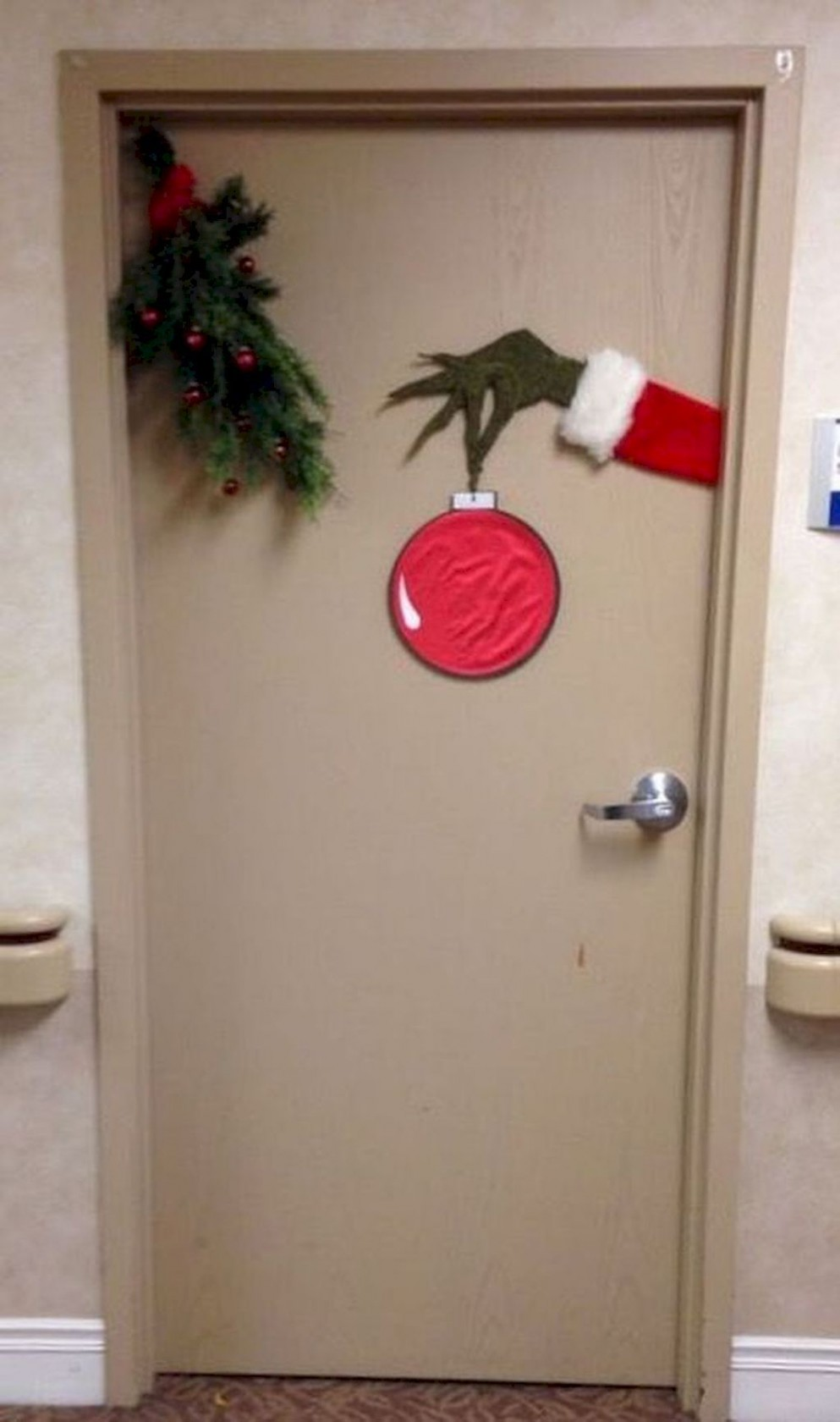 √ 8+ Remarkable Apartment Door Decorations To Make Your Home Loo  - Apartment Door Decor Ideas