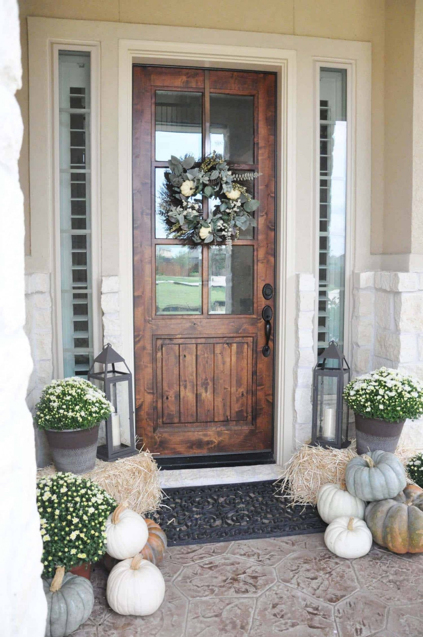 9 Amazing ways to decorate your front door with fall style - Apartment Front Door Decor Ideas