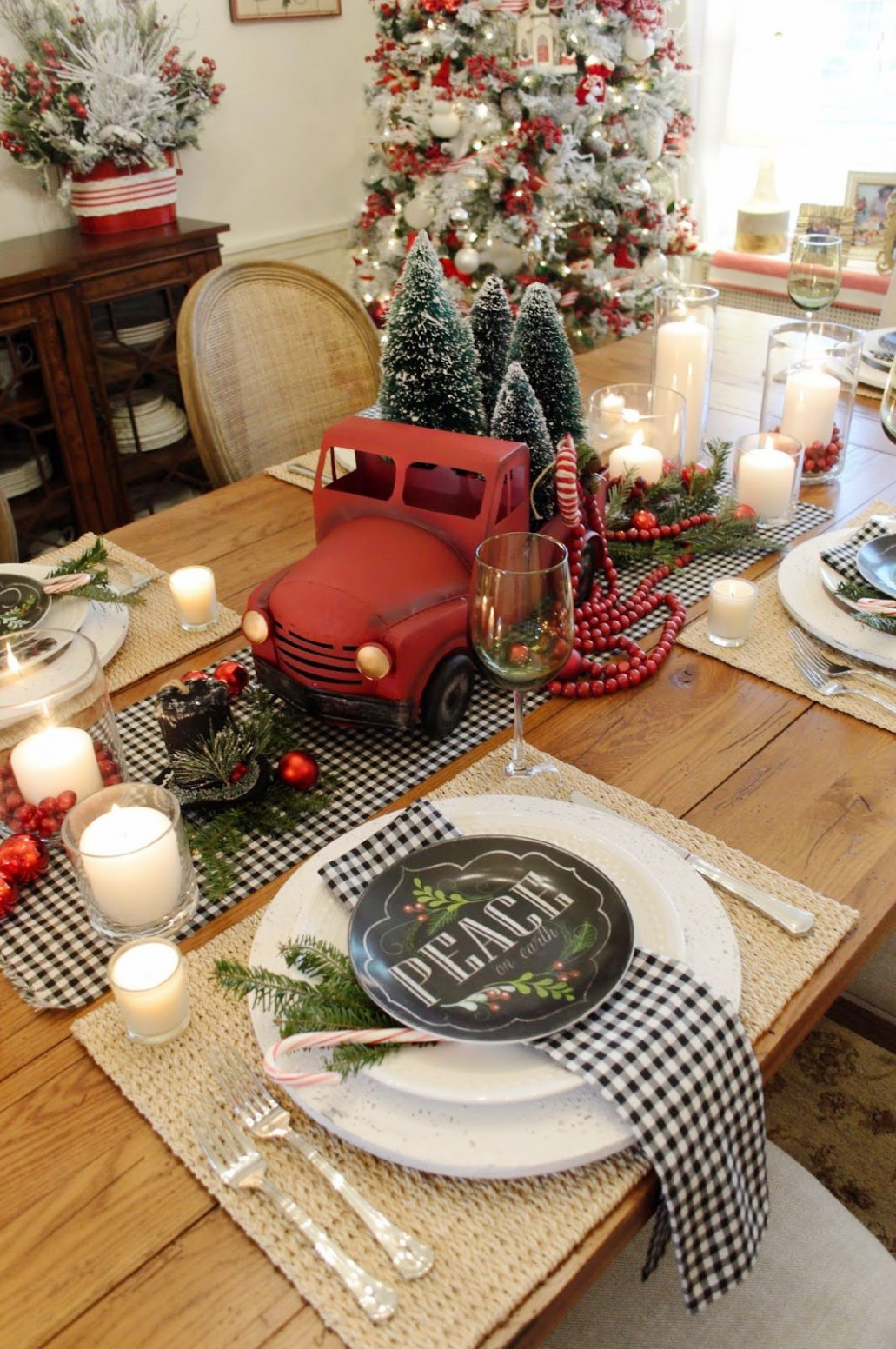 9 Best Christmas Table Settings - Decorations and Centerpiece  - Xmas Dining Room Ideas