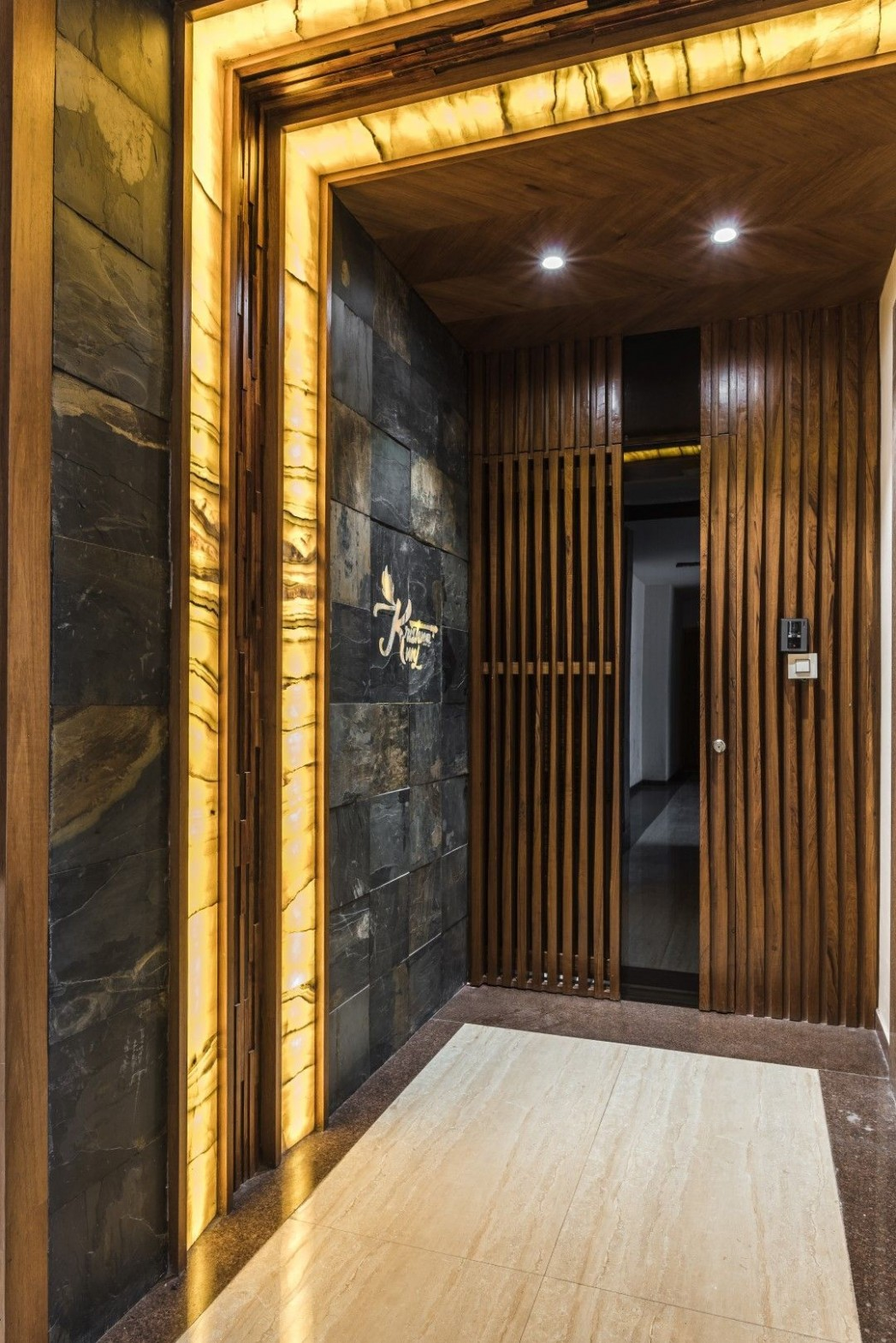 A Stylish and Urban Apartment Designed by DESIGN SCOPE - The  - Apartment Entrance Design