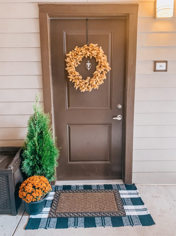Apartment Front Door Fall Decor Ideas - Our Vintage Interior - Apartment Door Decor Ideas
