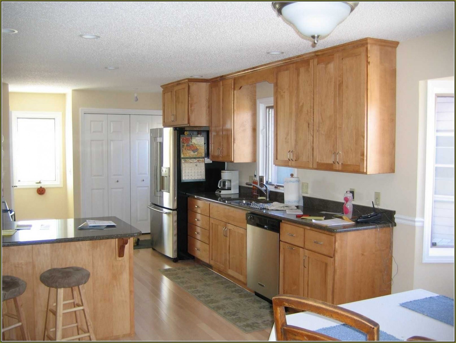 Behr Perfect Taupe Walls Maple Cabinets Ideas With Kitchen  - Maple Kitchen Cabinets And Taupe Walls