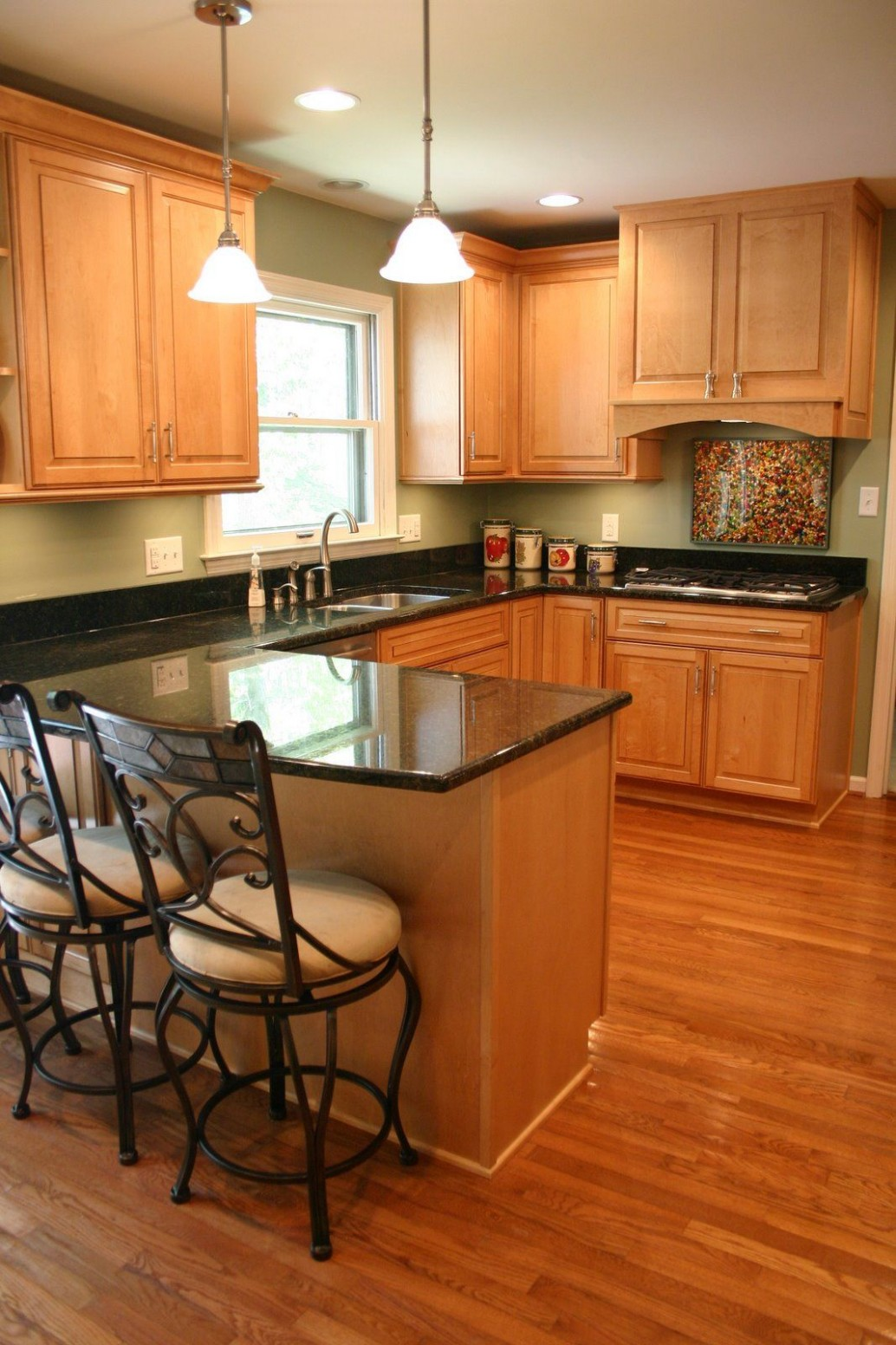 Color scheme I totally LOVE for a kitchen!!  Green kitchen walls  - Maple Kitchen Cabinets And Taupe Walls