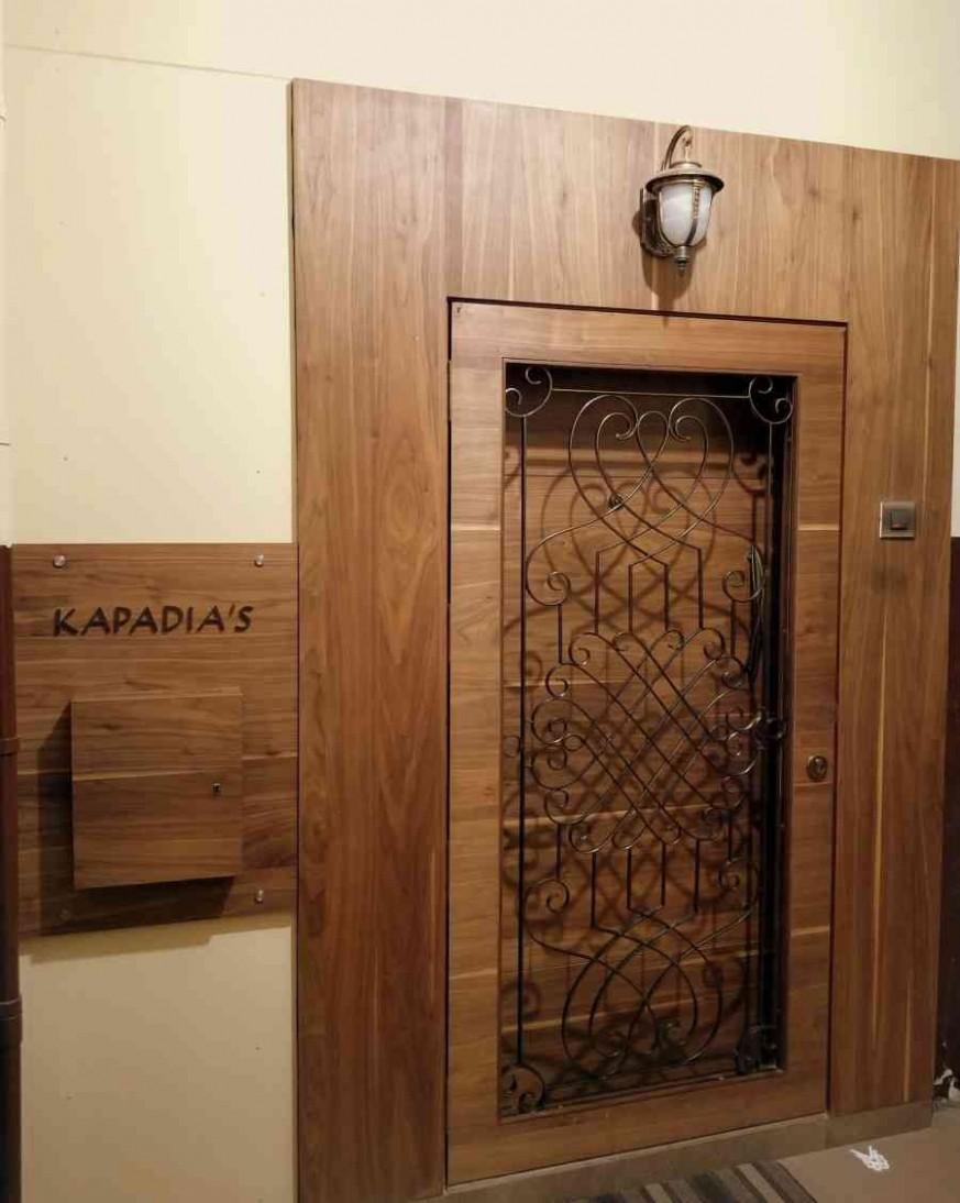 Entrance door - Shahen Mistry  ZingyHomes  Door design modern  - Apartment Main Door Design