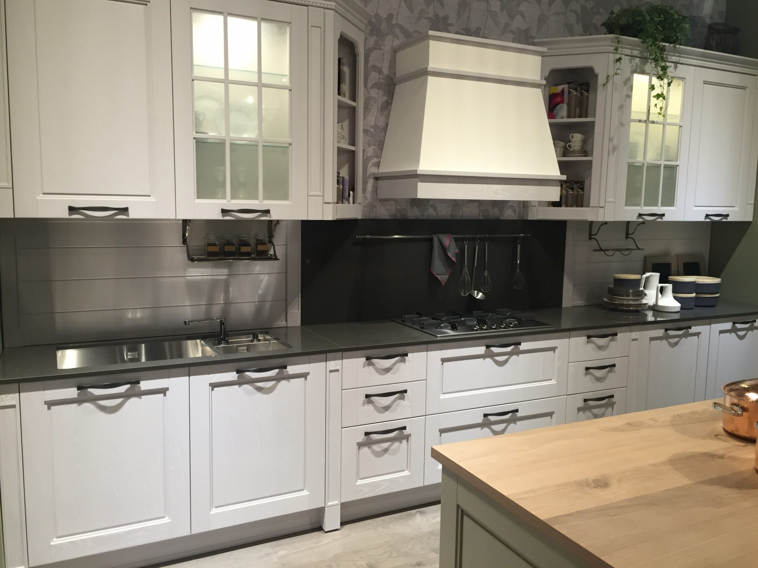 Five Types Of Glass Kitchen Cabinets And Their Secrets - Frosted Cabinets Kitchen
