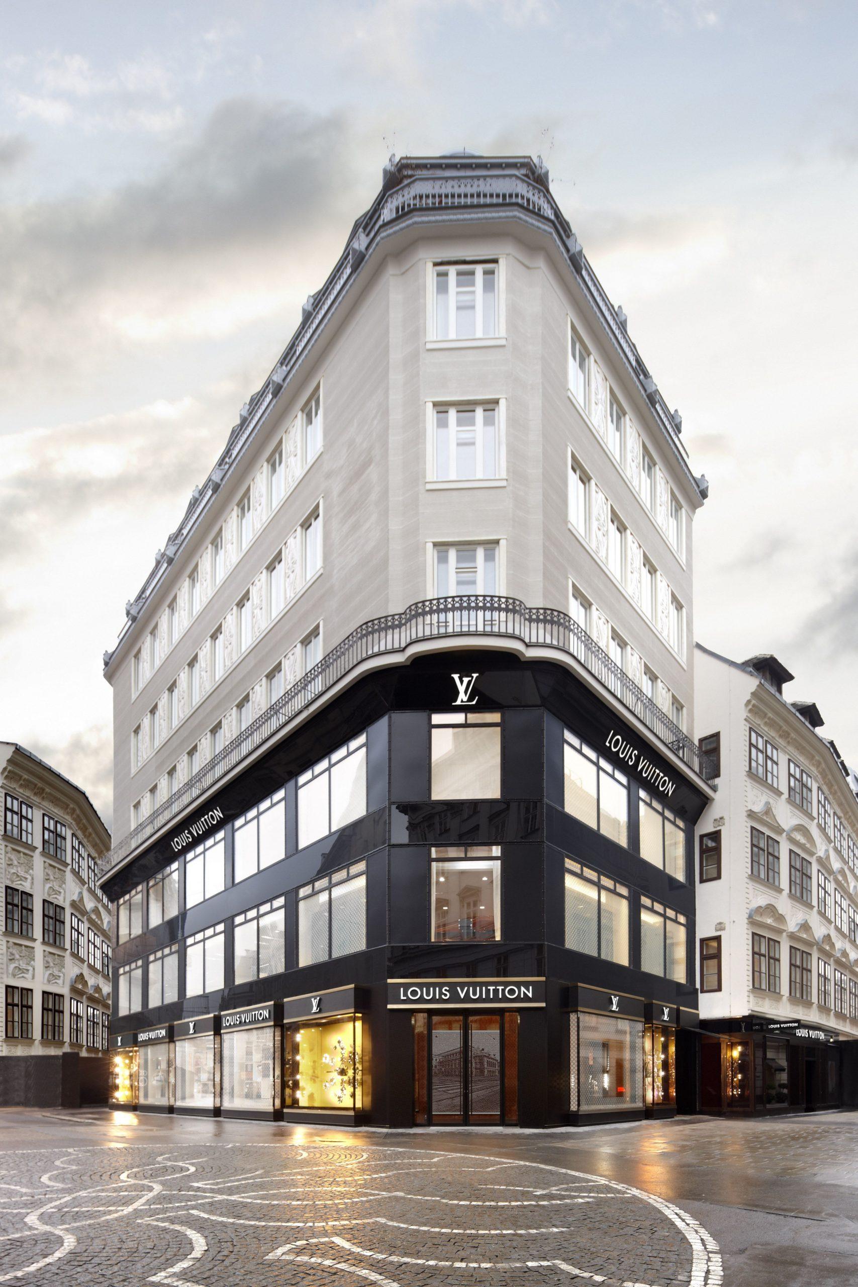 GOLDENES QUARTIER  Skyscraper architecture, Classic house design  - Design Apartment Next To Louis Vuitton Building