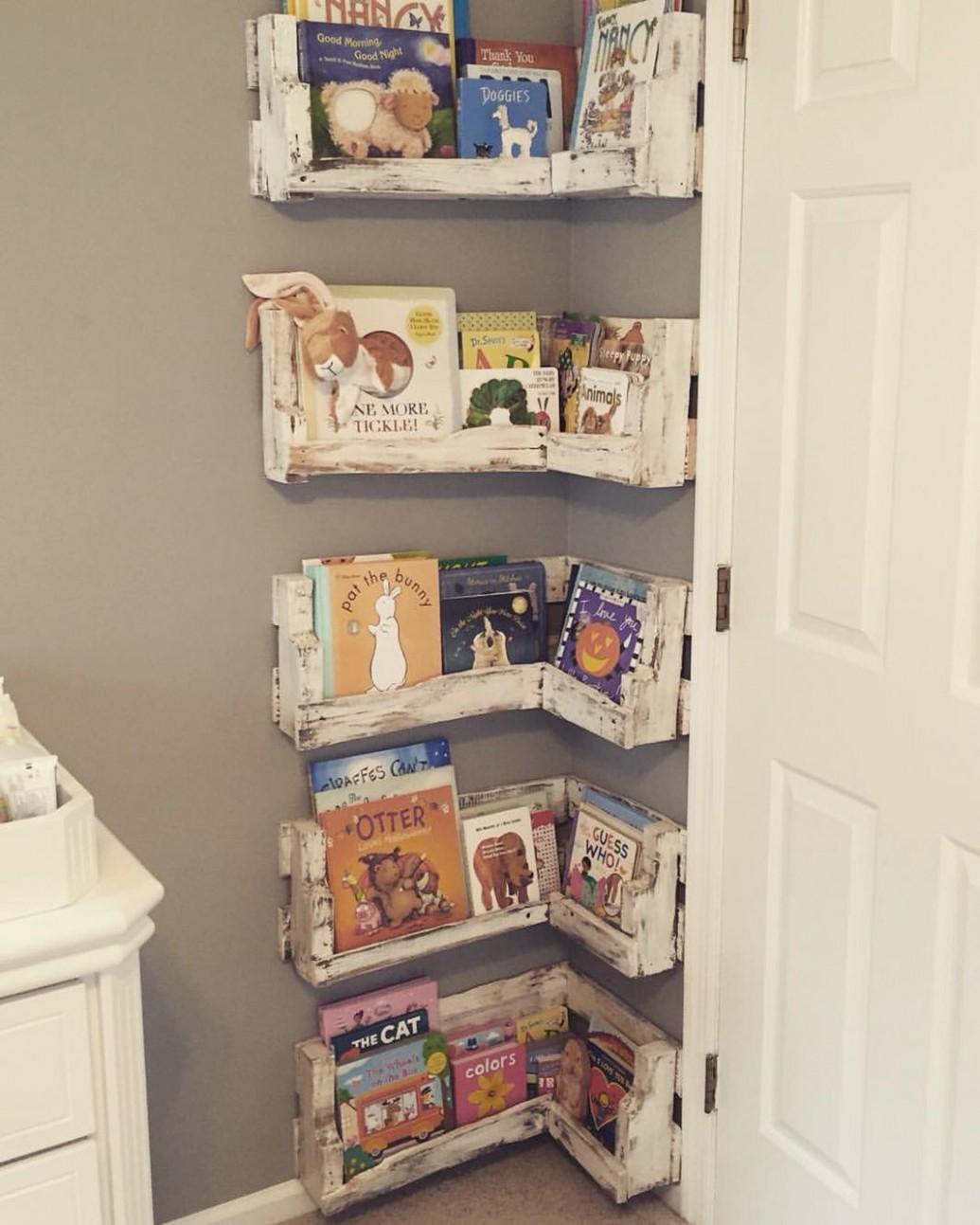 Great for small baby rooms! DIY Pallet Board Bookshelf for Nursery  - Baby Room Bookshelf