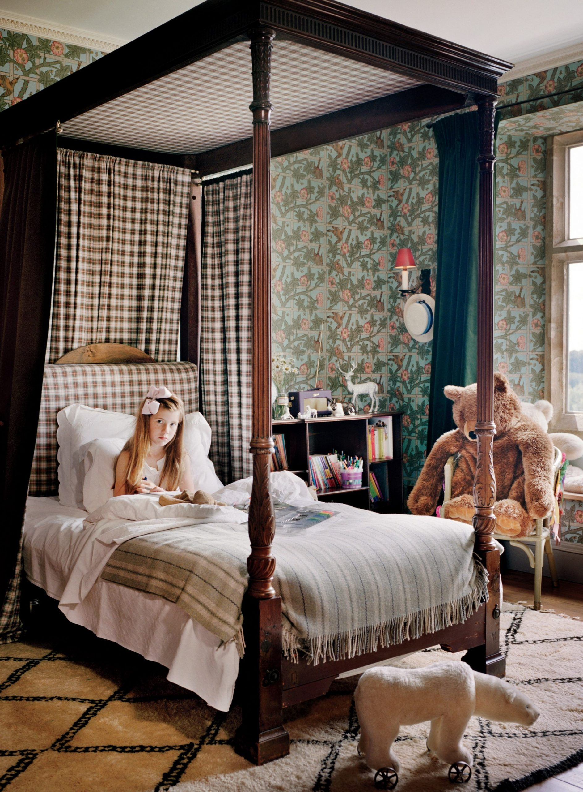 How to Decorate Your Home in the English Country House Style  - Bedroom Ideas English Country