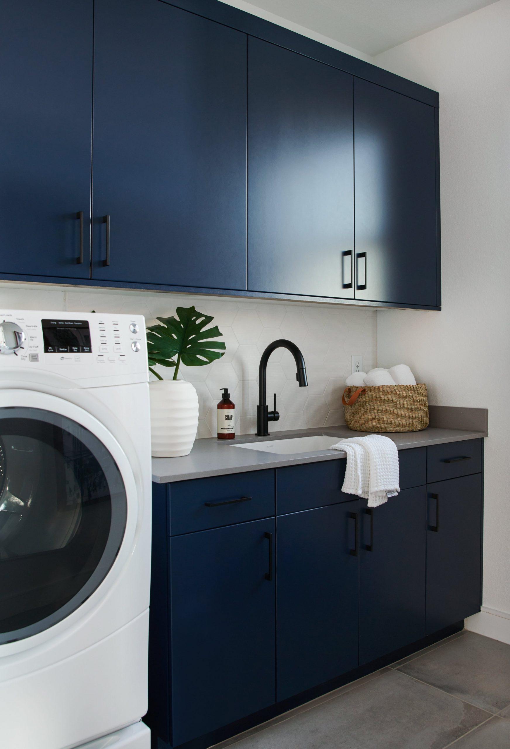 Mid-Century Modernized: Guest Bedroom, Bathroom & Laundry Room  - Laundry Room Guest Bedroom
