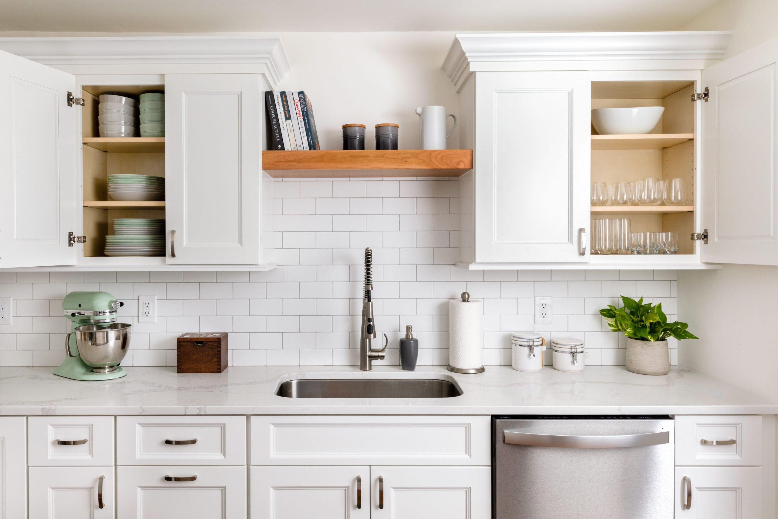 Organize your Kitchen Cabinets - How To Place Items In Kitchen Cabinets