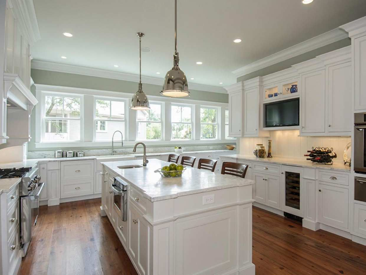 Painting Kitchen Cabinets Antique White: HGTV Pictures, Ideas  HGTV - Best White Painted Kitchen Cabinets