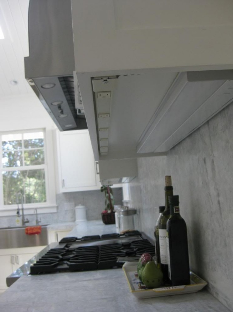 power and light strip on the underside of upper cabinets
