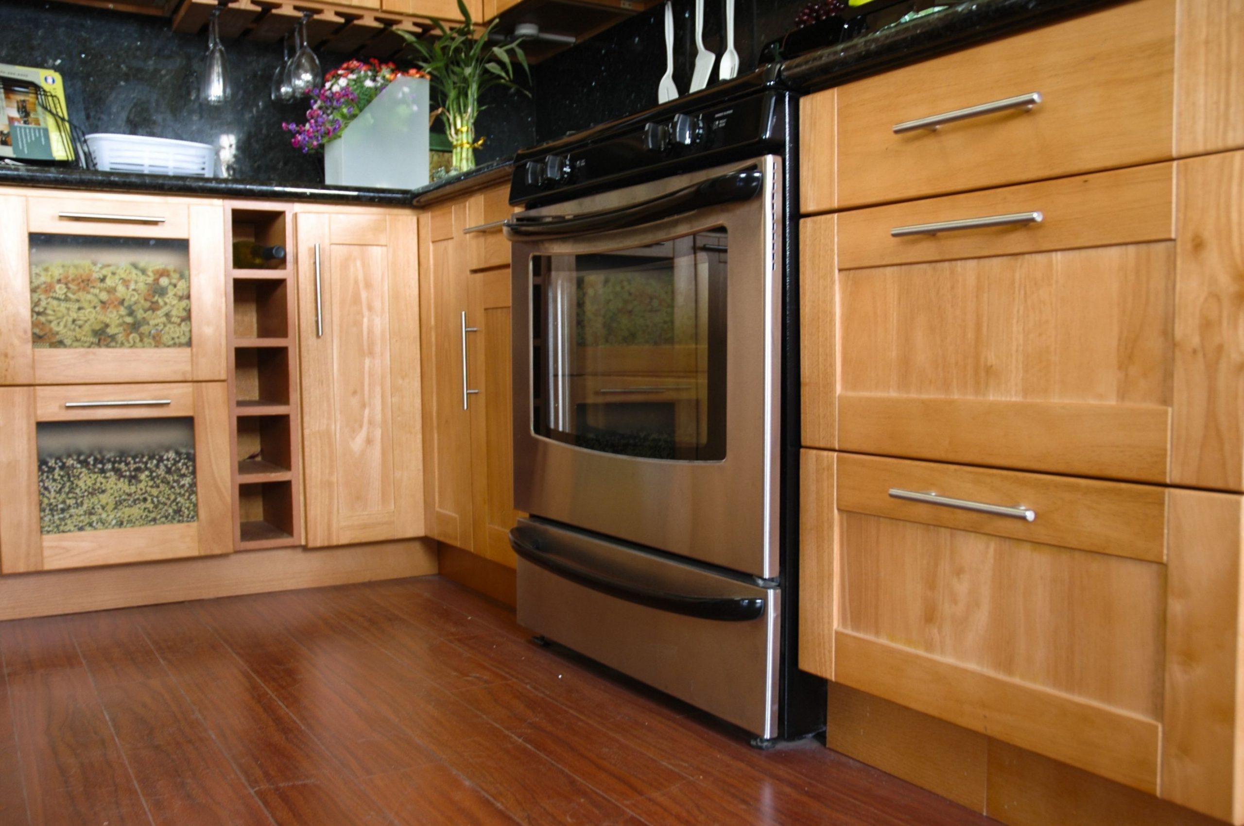Red Oak Kitchen Cabinets  Red Oak Shaker  Oak kitchen cabinets  - Red Shaker Kitchen Cabinets