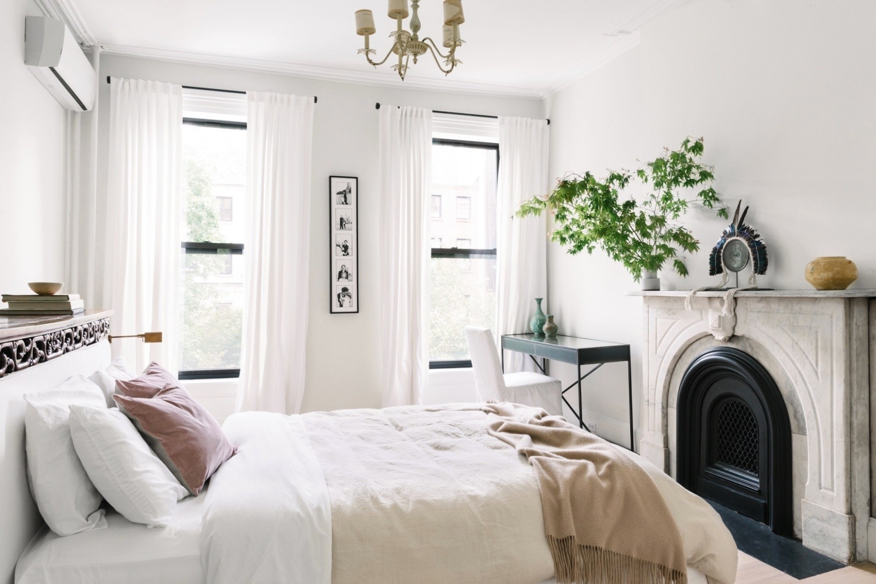 Small Bedroom Design Ideas For Every Style - See It Now - Lonny - Small Bedroom Ideas Queen Bed