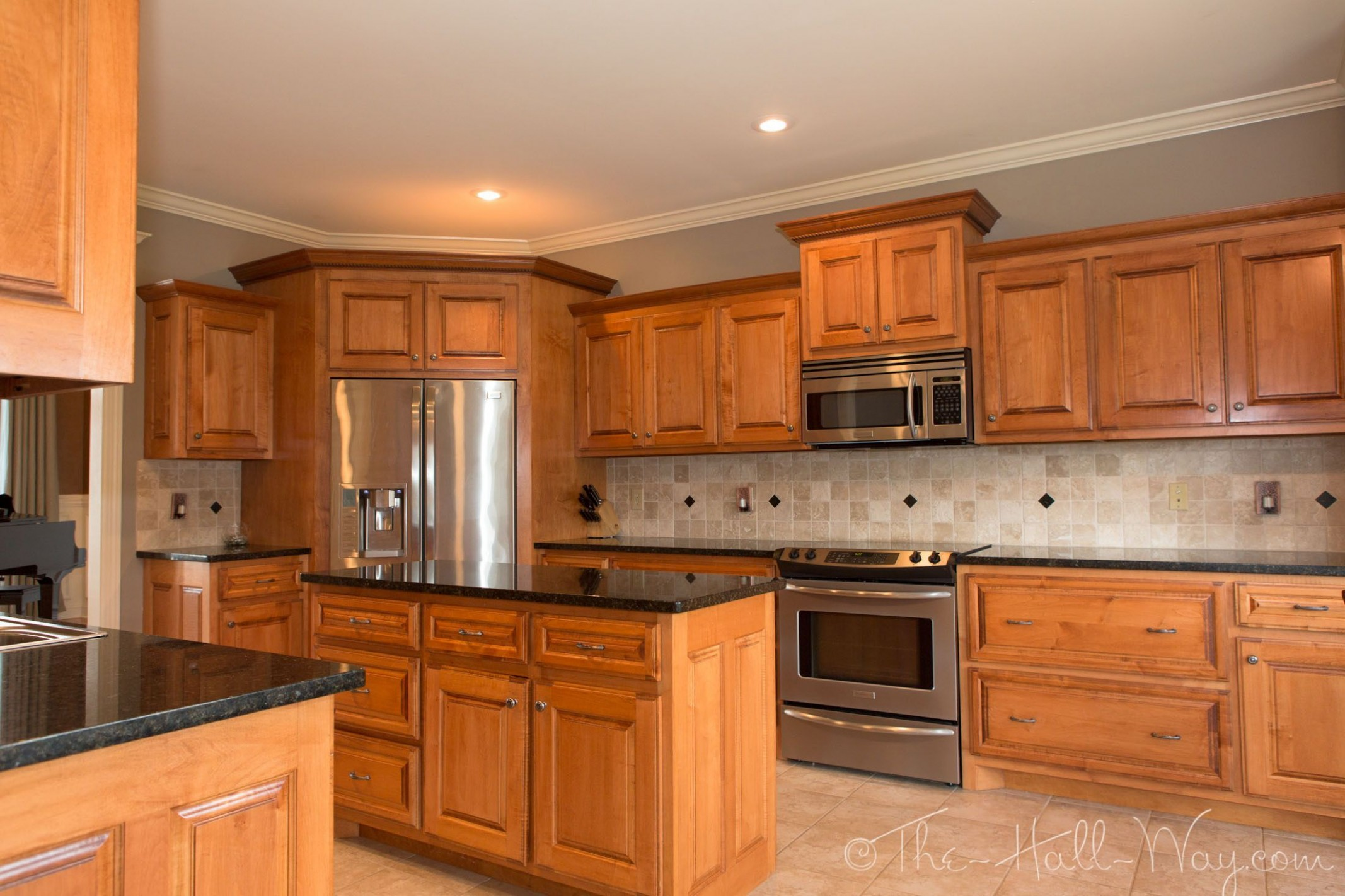 Summer Tour Of Homes  Trendy kitchen backsplash, Maple kitchen  - Maple Kitchen Cabinets And Taupe Walls