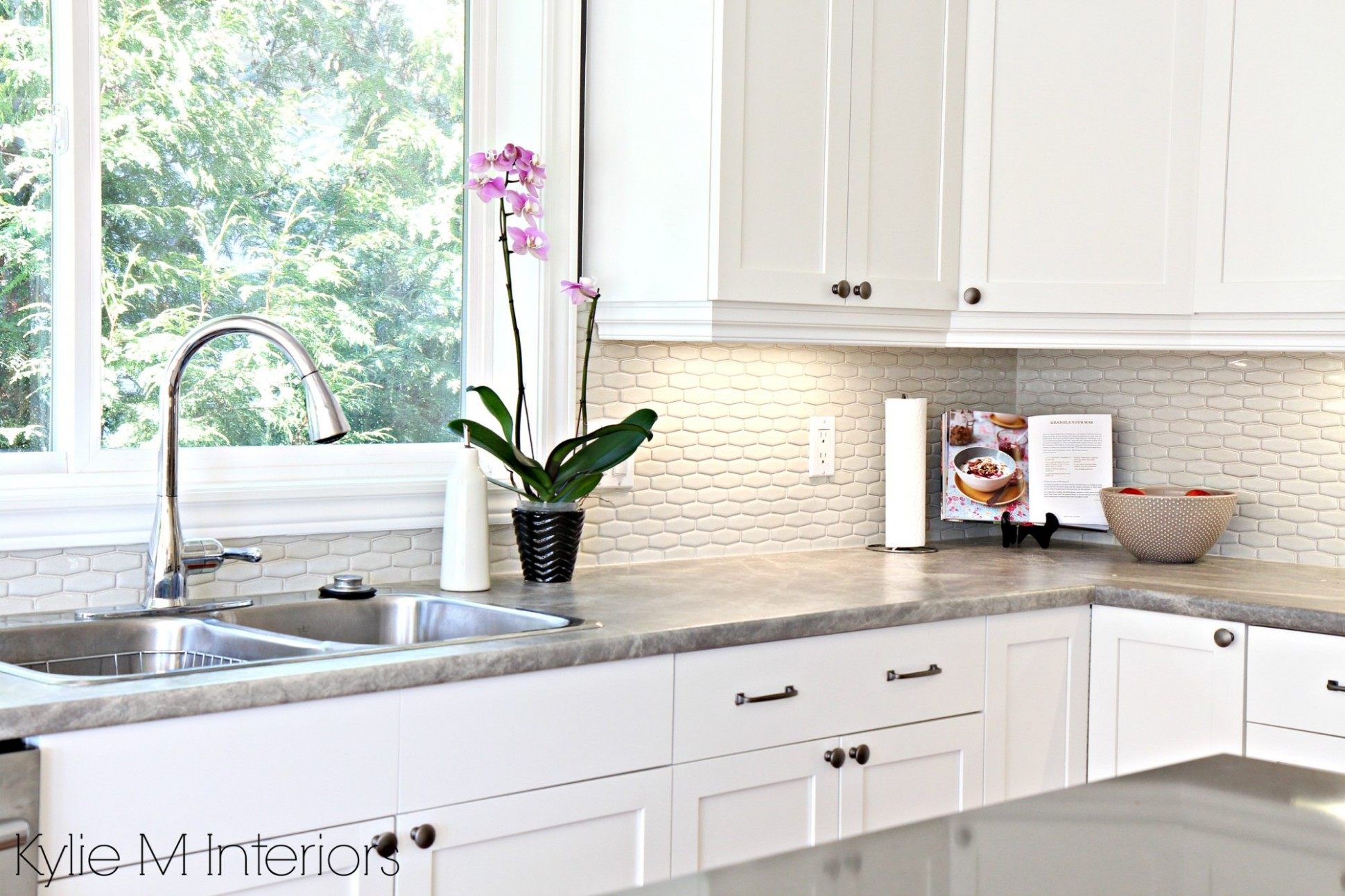 The 8 Best White Paint Colours for Cabinets: Benjamin Moore and  - Best White Painted Kitchen Cabinets
