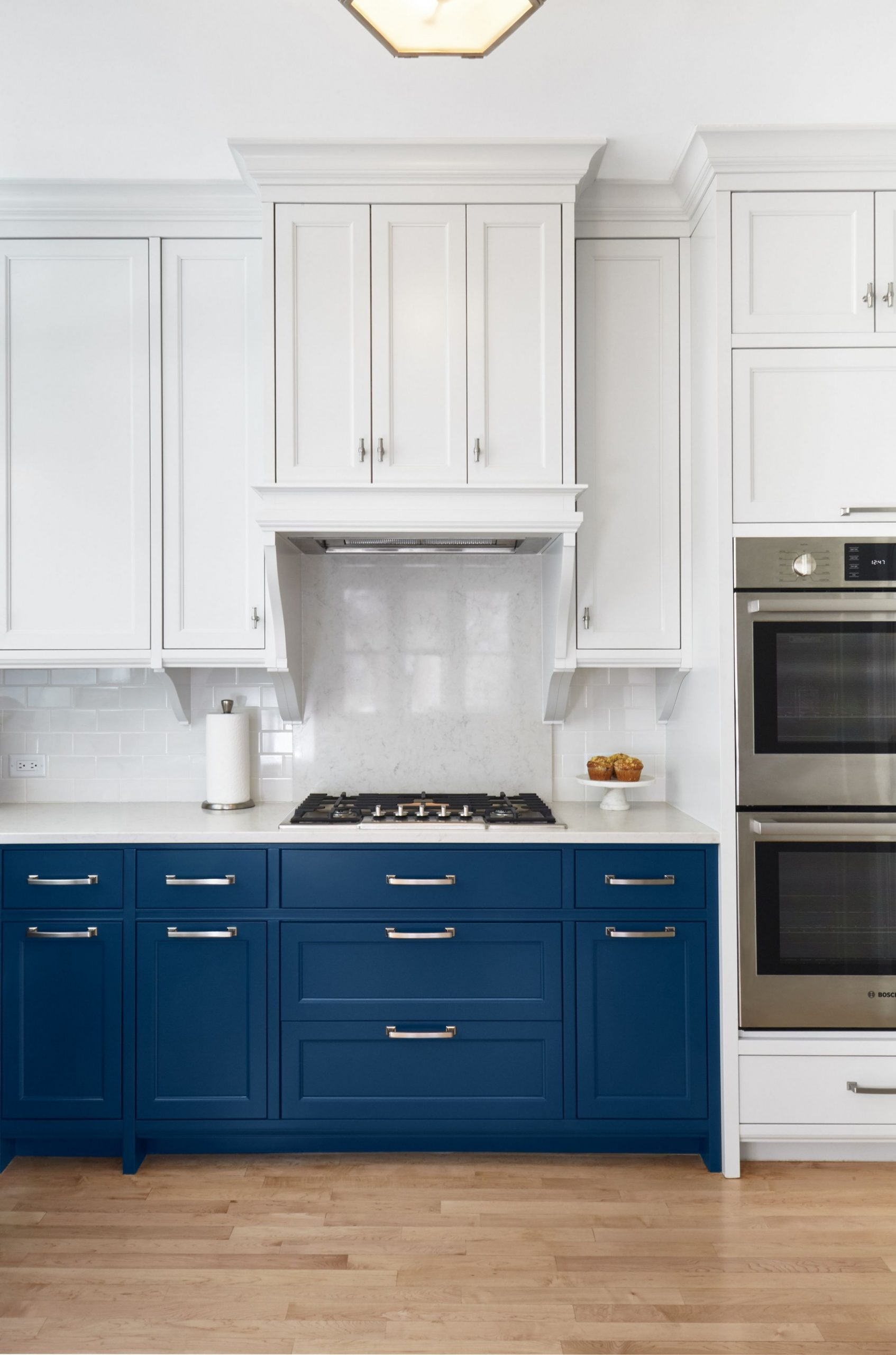 Two-Tone Kitchen Cabinet Ideas - How Use 9 Colors in Kitchen Cabinets - Kitchen Designs With White Upper Cabinets And Dark Lower Cabinets