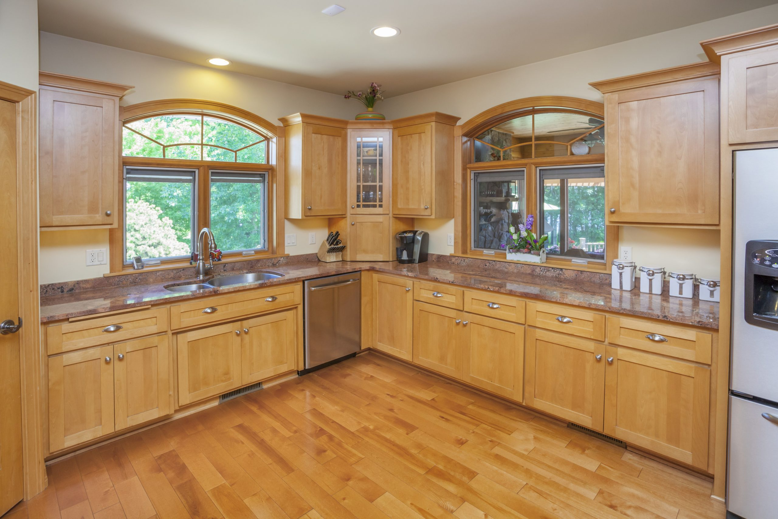 What Color of Paint Looks Good With Natural Maple Cabinets?  Home  - Maple Kitchen Cabinets And Taupe Walls