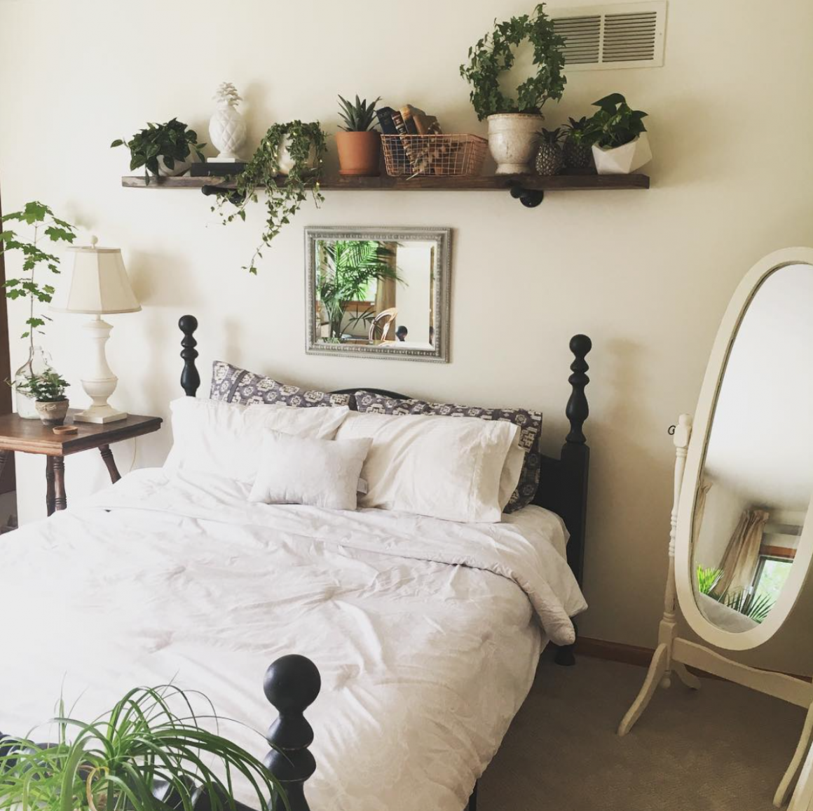 White bedroom with plants  Bedroom green, White bedroom, Bedroom  - Bedroom Ideas Plants