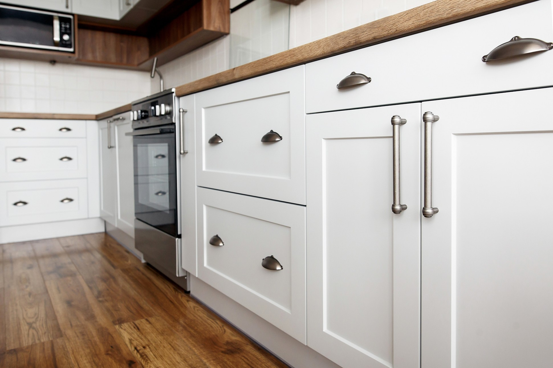 10 Elegant Types of Handles for Your Kitchen Cabinets • KitchenWhiz - Kitchen Cabinet Handle Design