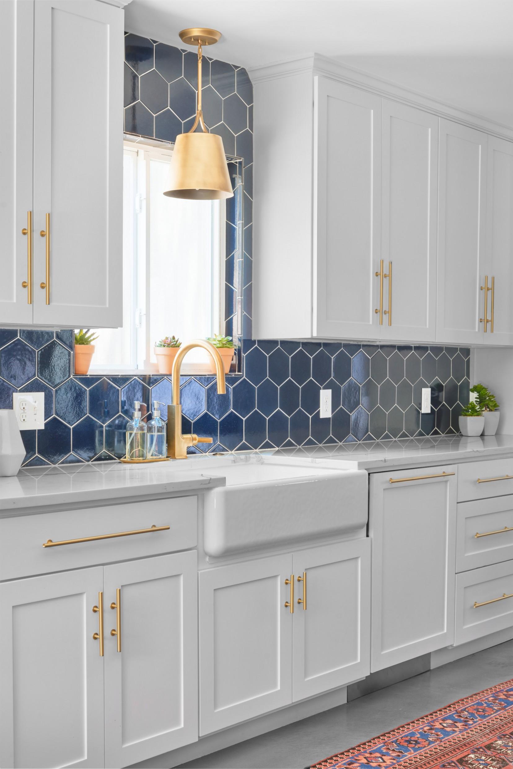 11 Beautiful Kitchen With Blue Backsplash Pictures & Ideas  - Gray Kitchen Cabinets With Blue Backsplash