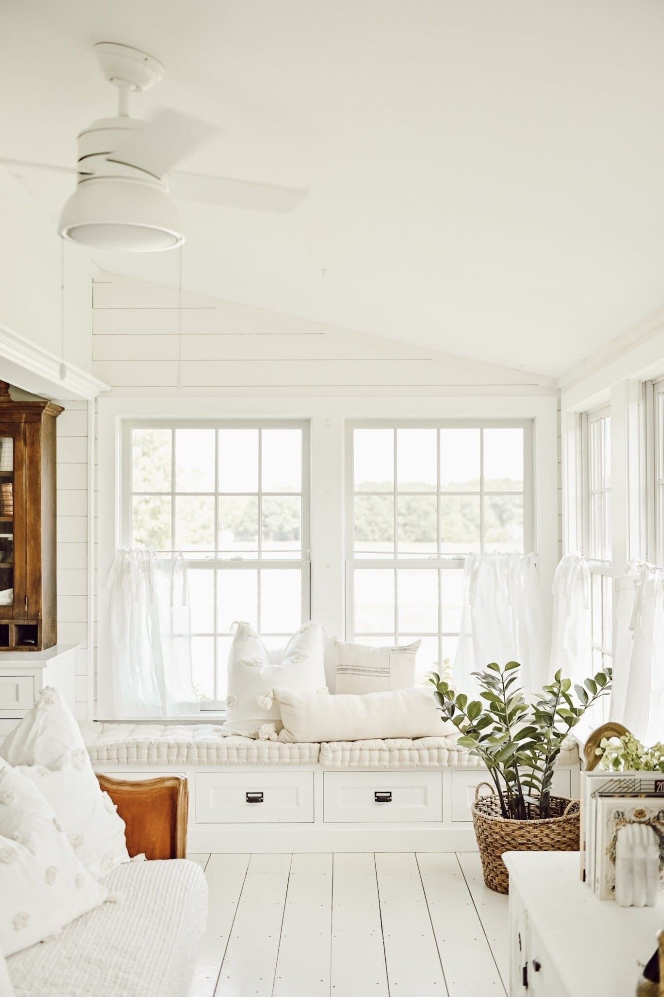 11 Best Sunroom Ideas - Gorgeous Sunroom Designs and Pictures - Small Sunroom Off Bedroom