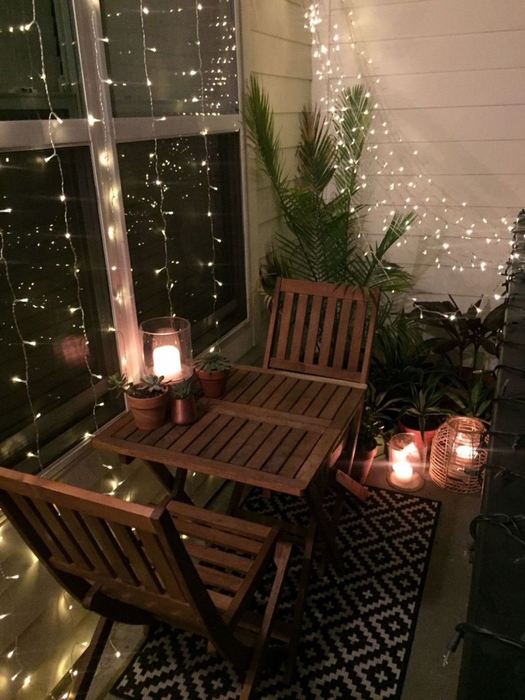 11 Charming Christmas Decorations for Small Apartment Balcony  - Apartment Balcony Decorating Ideas Christmas