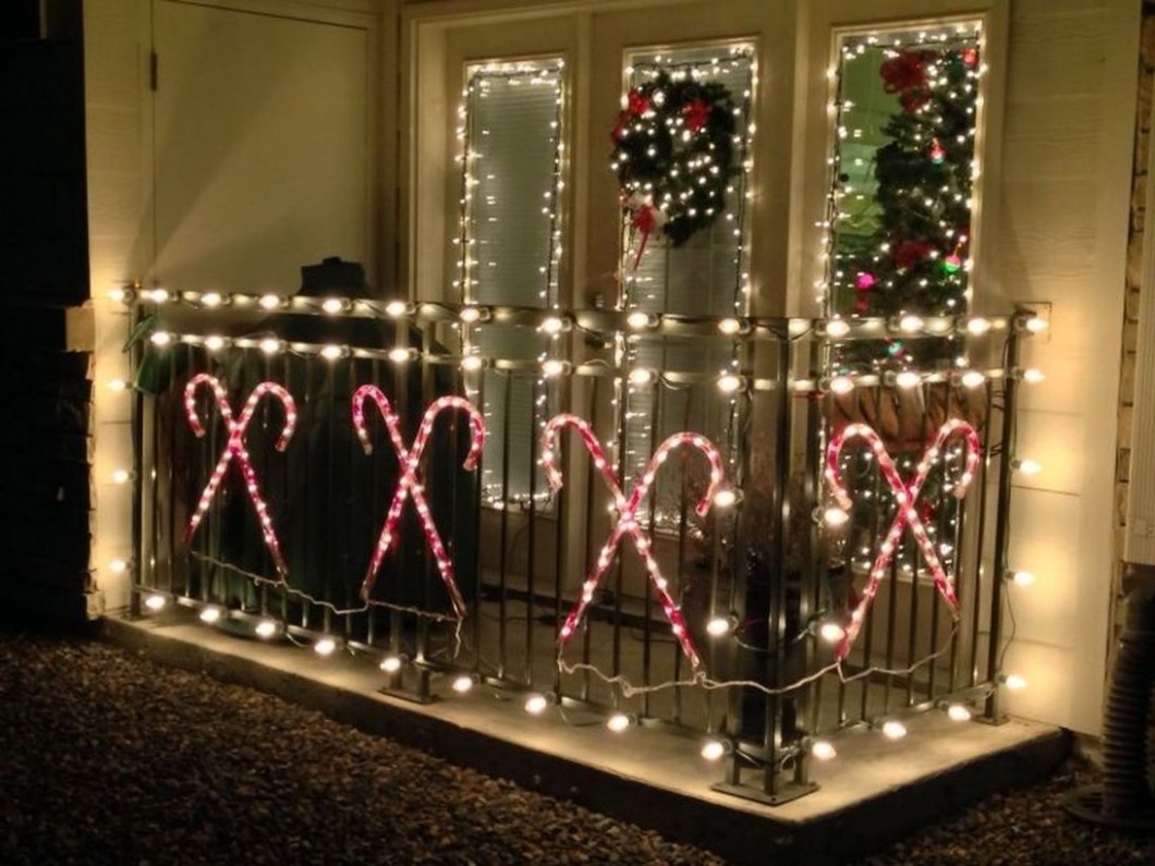 11 Fascinating DIY Christmas Balcony Decoration Ideas - GODIYGO  - Apartment Balcony Decorating Ideas Christmas