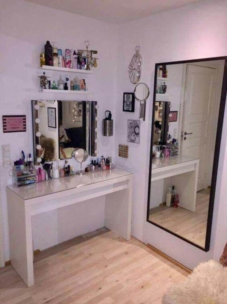 11 Perfect Small Makeup Room Decoration with Feminine Color  Room  - Makeup Room In Bedroom