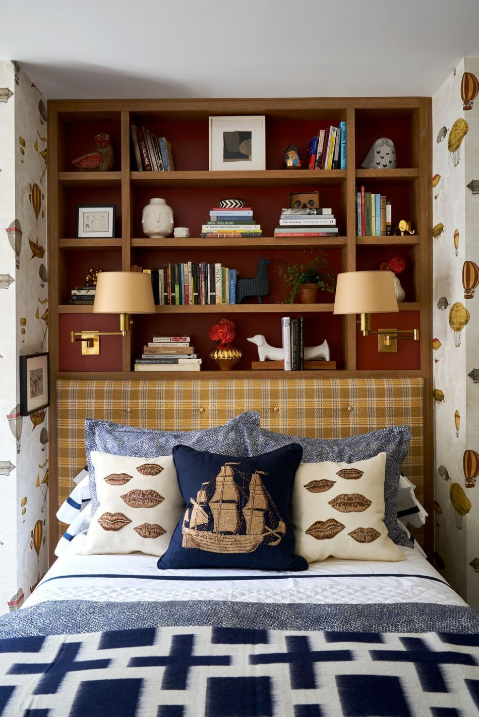 11 Small Bedroom Design Ideas - How to Decorate a Small Bedroom - Bedroom Ideas Space Saving