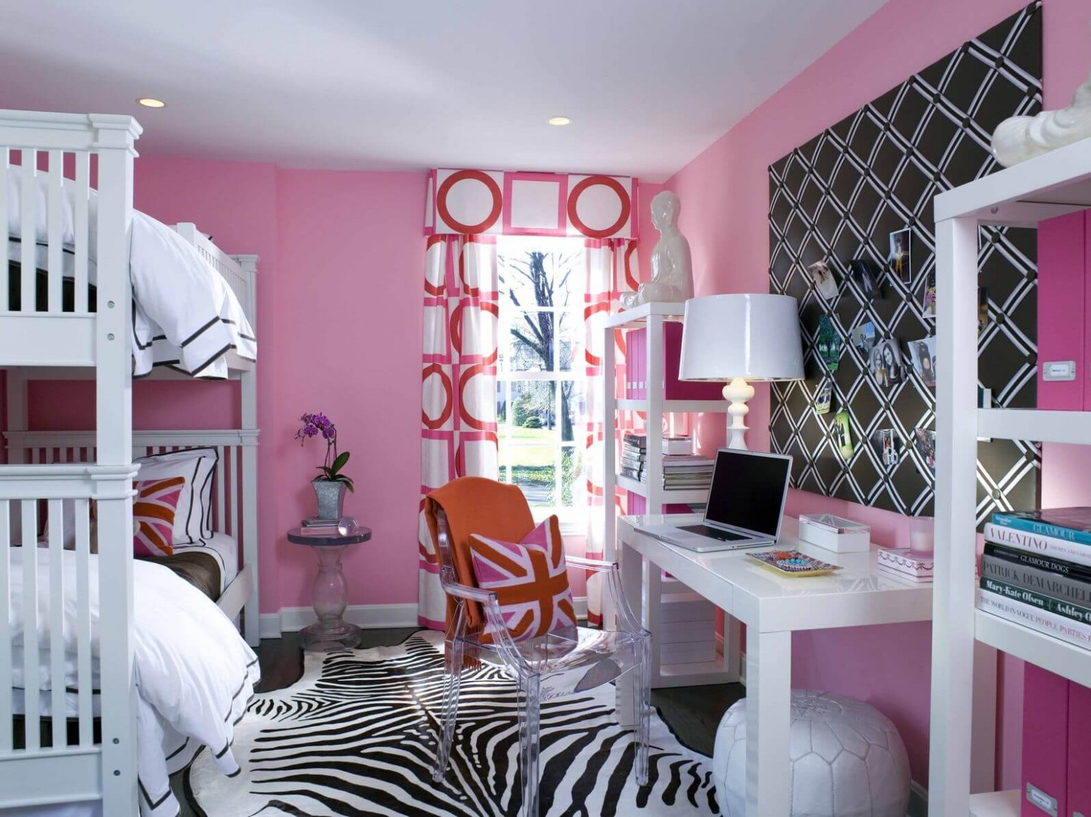 12 Zebra Bedroom Décor Themes, Ideas & Designs (Pictures) - Zebra Bedroom Ideas