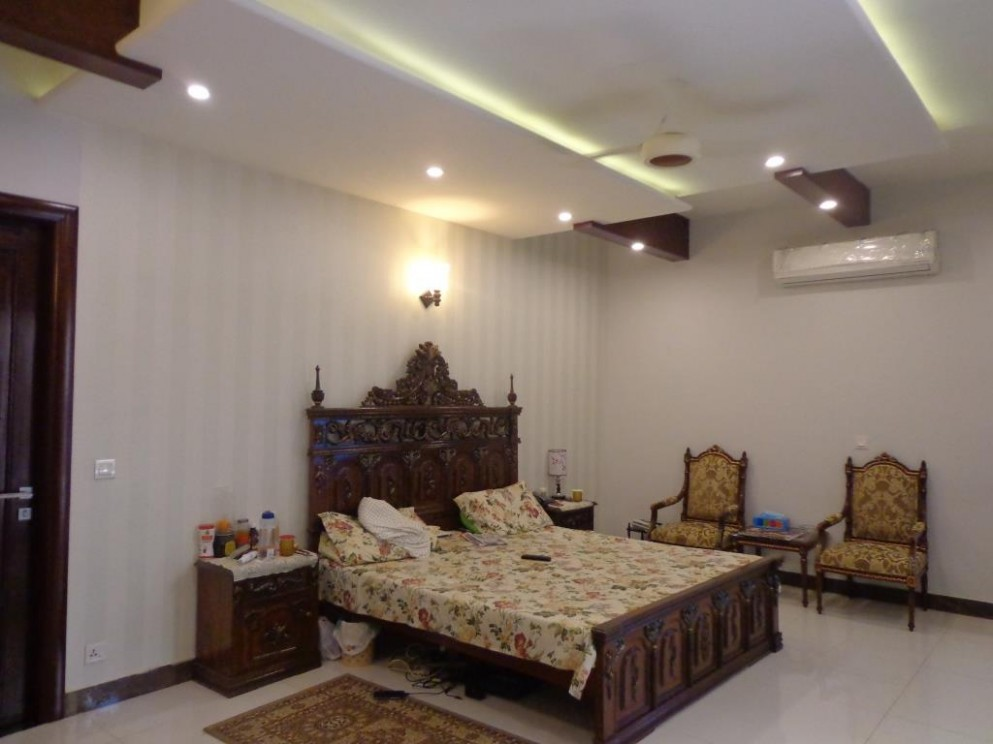 9 Tips to Decorate Your Small Bedroom and Make it Look Big - Bedroom Ideas In Pakistan