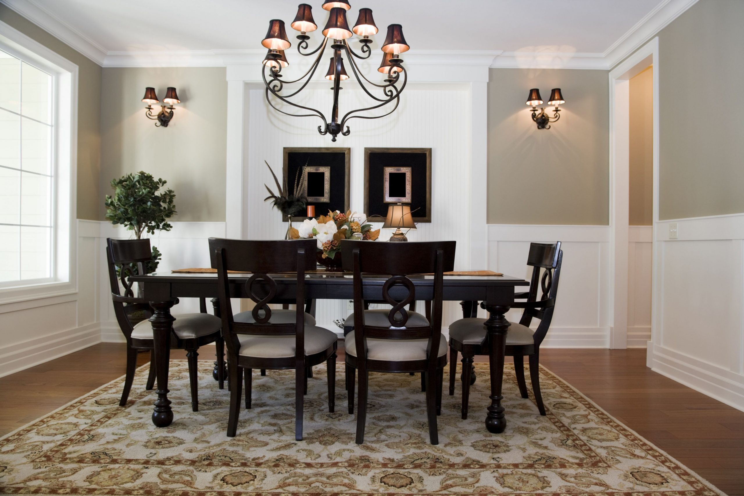 A Chair Rail Gives Your Home a Classic Look - Dining Room Moulding Ideas