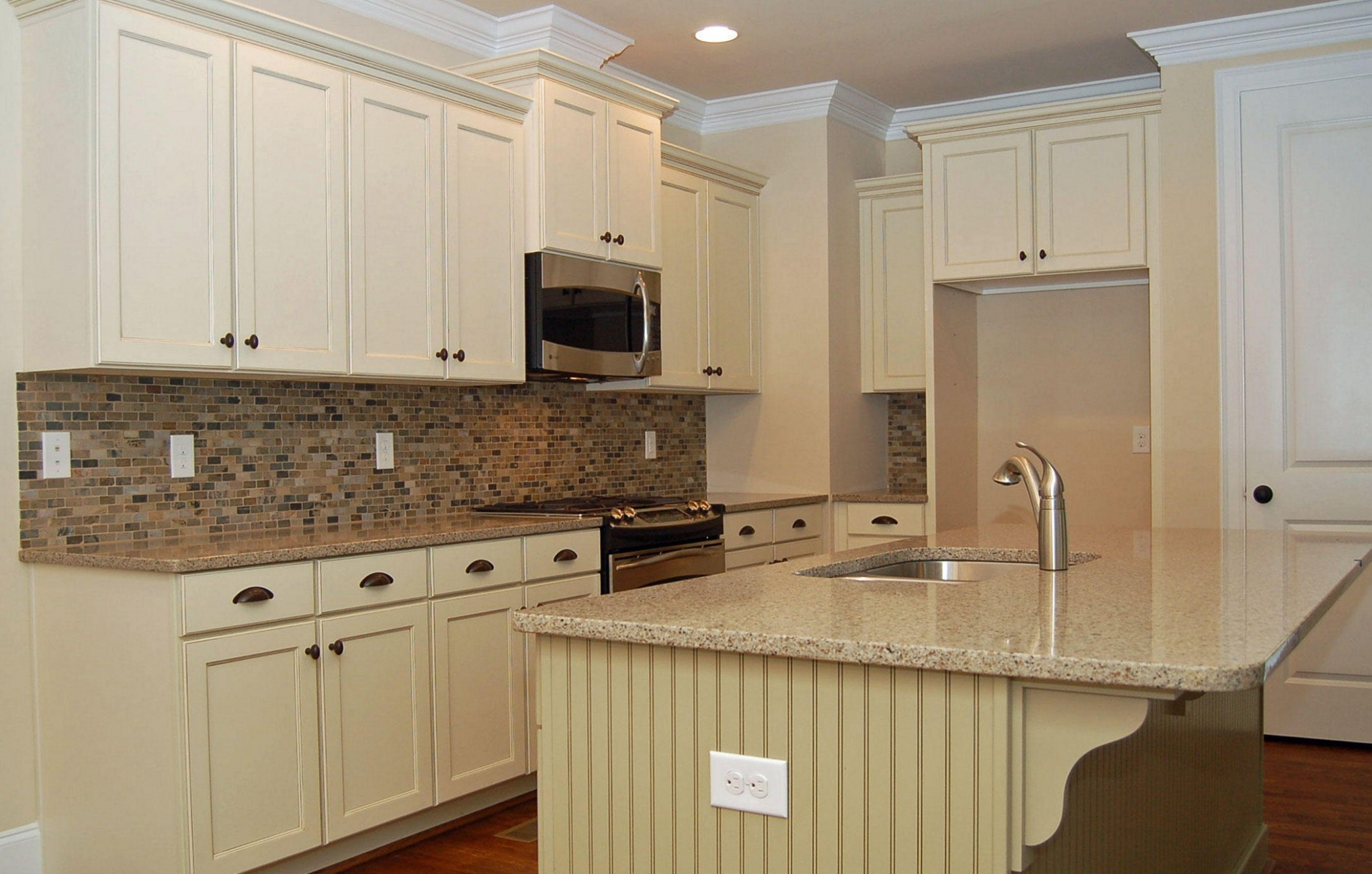 Antique White Kitchen Cabinets With Granite Countertops How To  - Antique White Kitchen Cabinets With Granite Countertops
