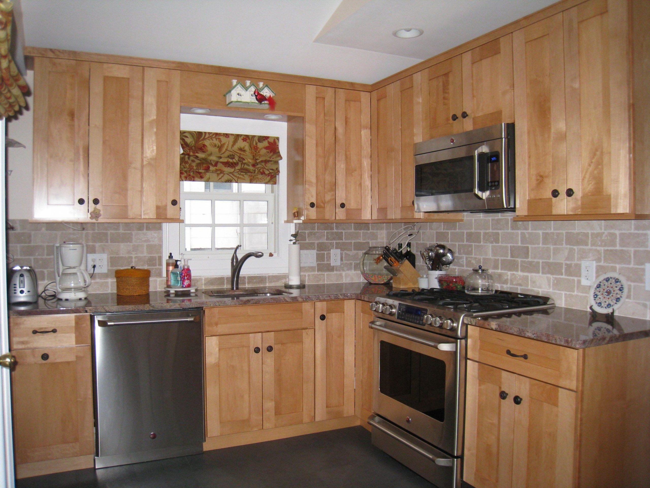 backsplash for kitchen with honey oak cabinets - Google Search  - Kitchen Backsplash With Light Wood Cabinets