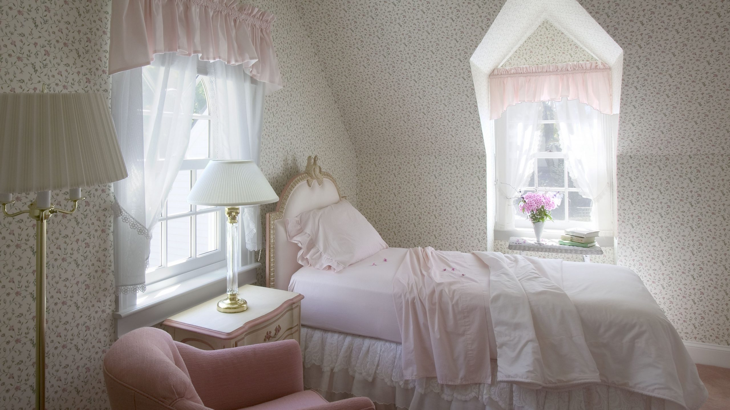 Calculating the Right Depth for Window Valances - Window Valance Ideas For Bedroom