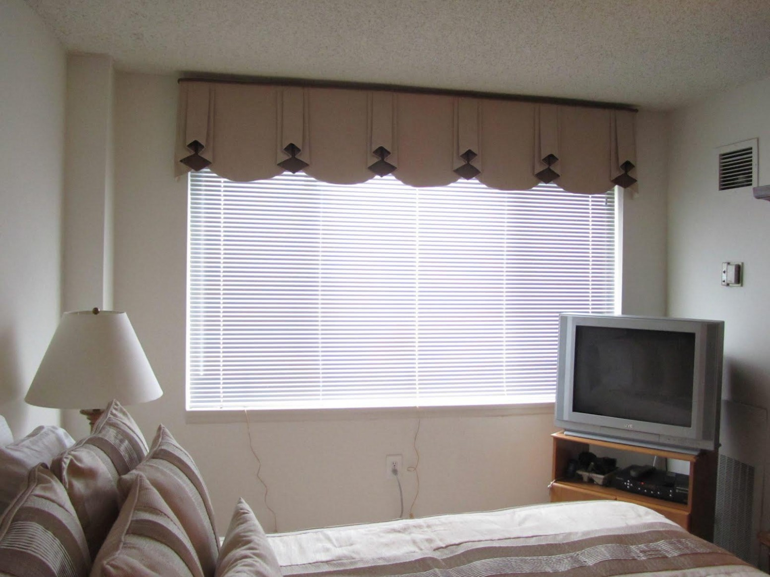 Cascade Valance Bay Window Bedroom Curtains With Cornice Rustic  - Window Valance Ideas For Bedroom