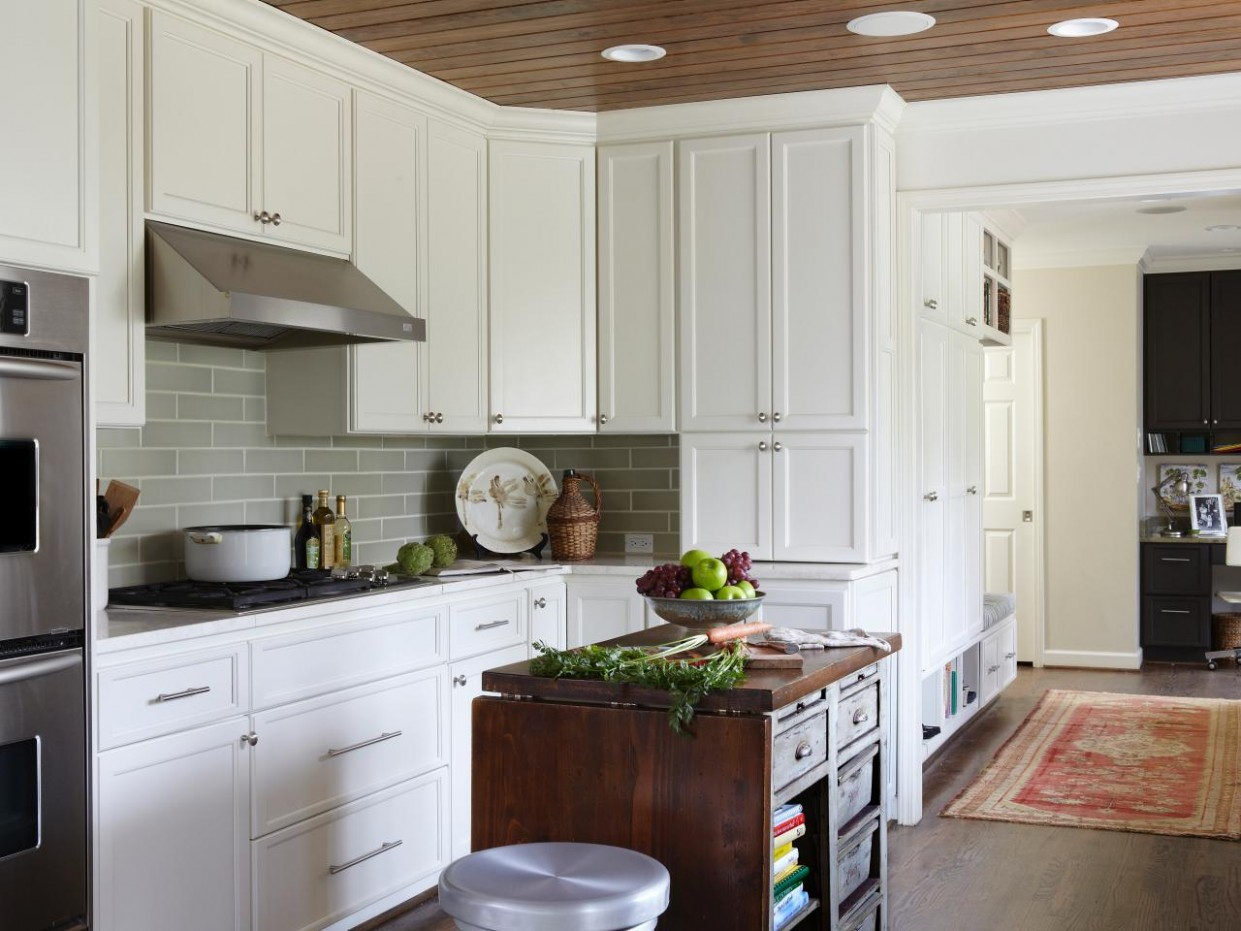 Choosing Kitchen Cabinets  HGTV - Kitchen Cabinet Color Trends 2012