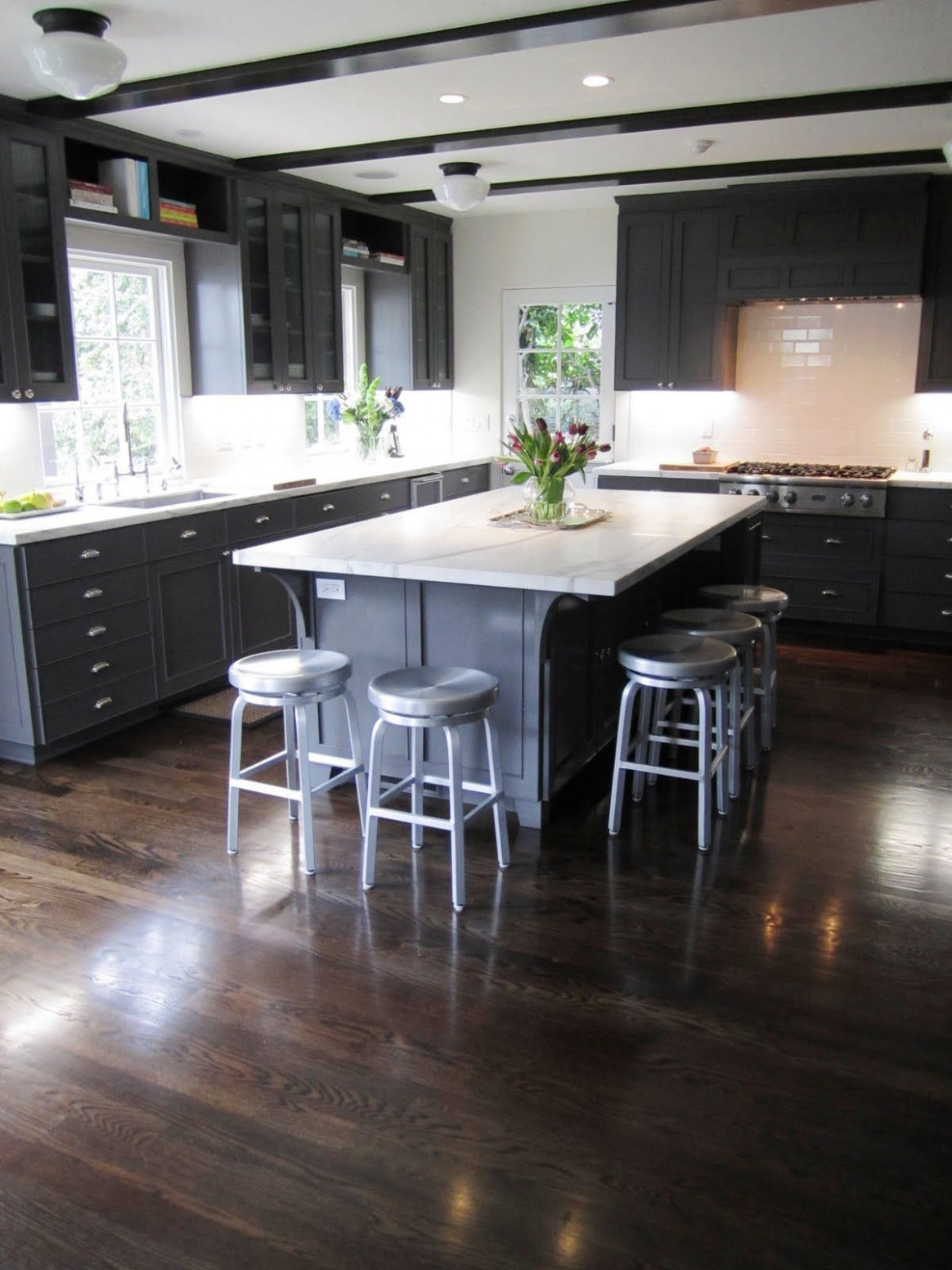 COCOCOZY EXCLUSIVE: KITCHEN COUTURE - AN ELEGANT CALIFORNIA  - What Color Kitchen Cabinets With Dark Hardwood Floors