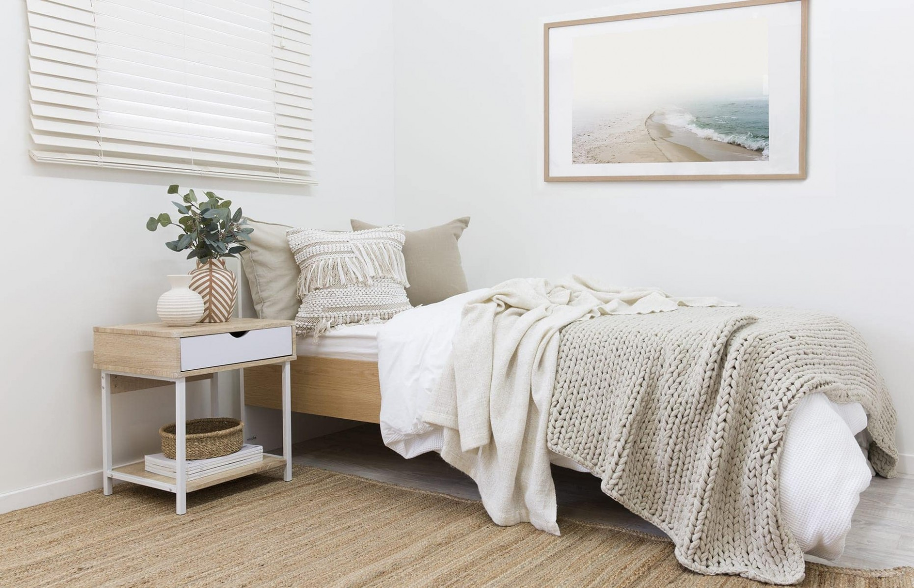 Decorating a Guest Bedroom: 10 Key Style Rules - TLC Interiors - Bedroom Ideas Single Bed