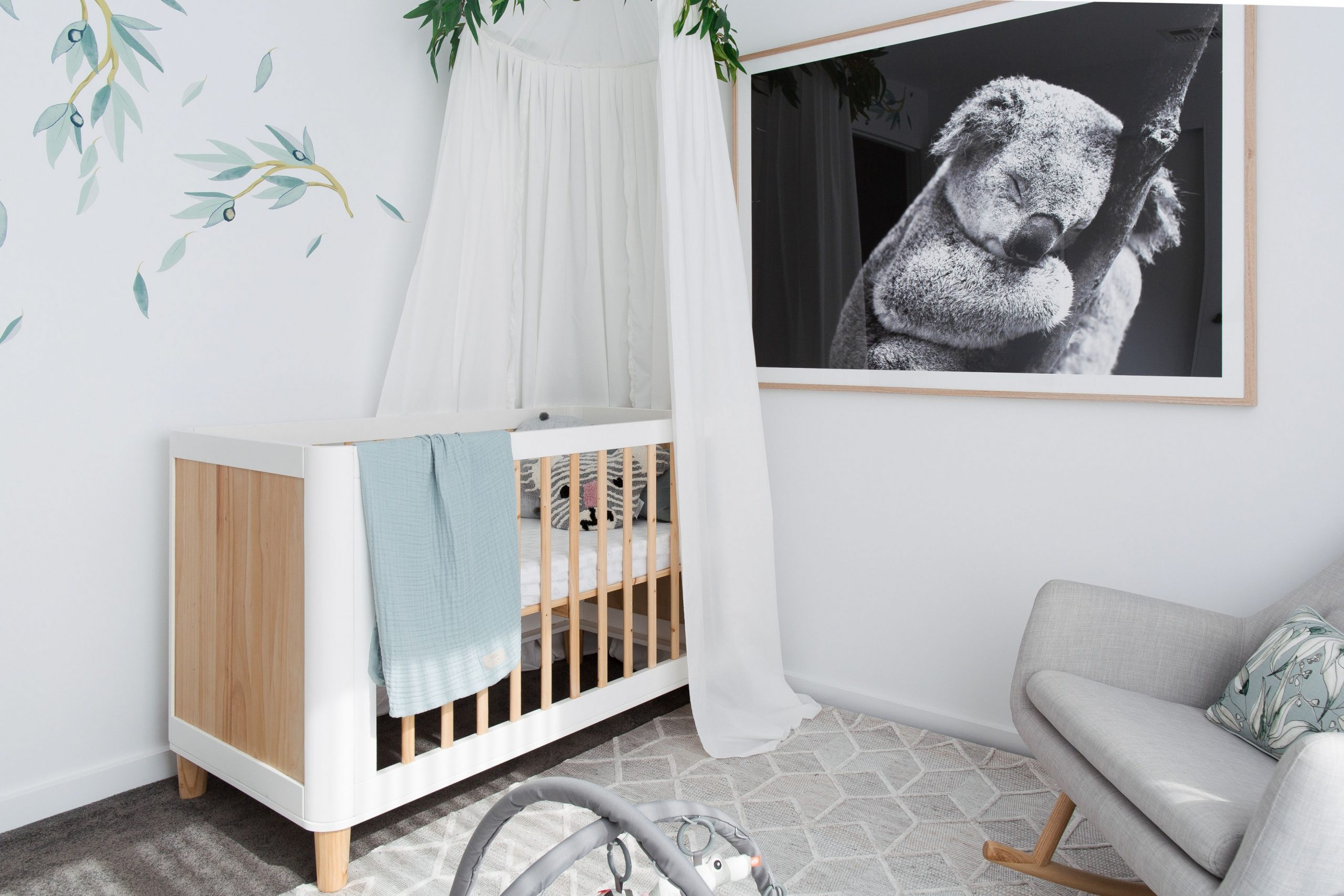 DIY nursery canopy with eucalyptus garland - Style Curator - Baby Room Garland
